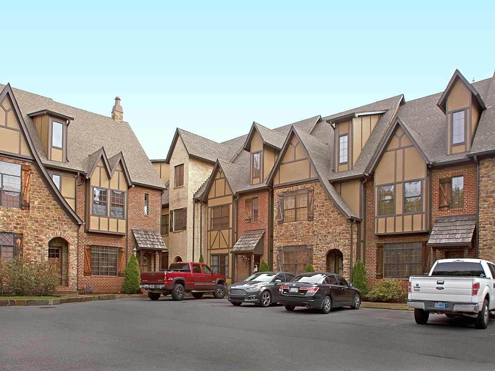 Apartments Near Samford Essex Manor Townhomes for Samford University Students in Birmingham, AL