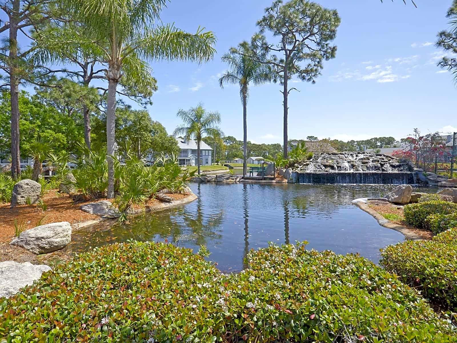 Apartments Near Florida Tech Lake In The Woods for Florida Institute of Technology Students in Melbourne, FL