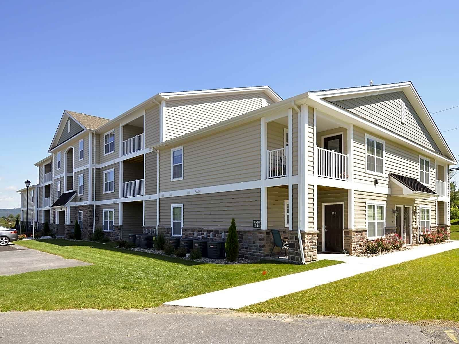 Apartments Near Lebanon Valley The Reserve at Manada Hill for Lebanon Valley College Students in Annville, PA