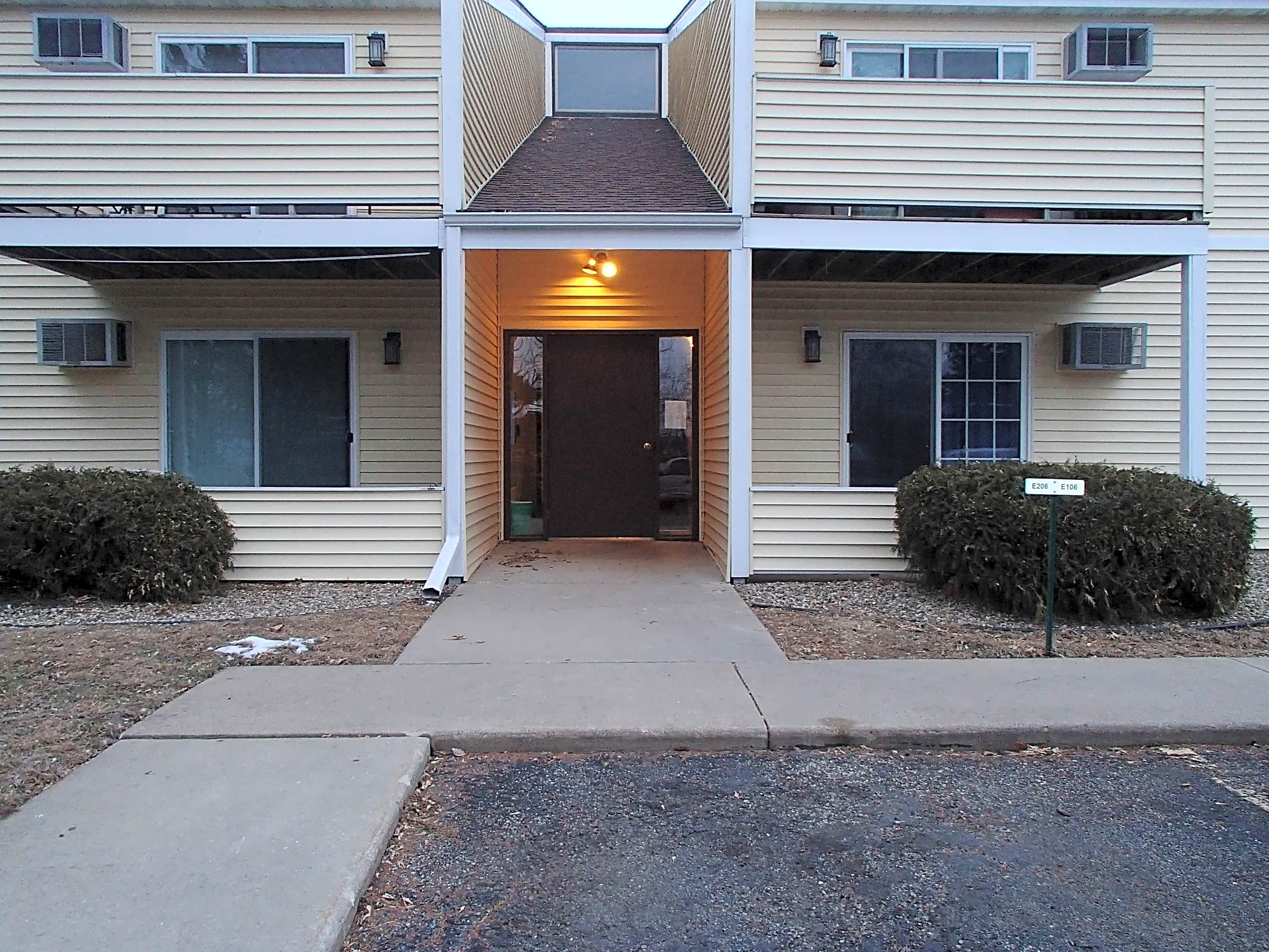 Lovely 2 Bedroom Half Bath Nw Condo With Hardwo Apartments Rochester Mn 55901
