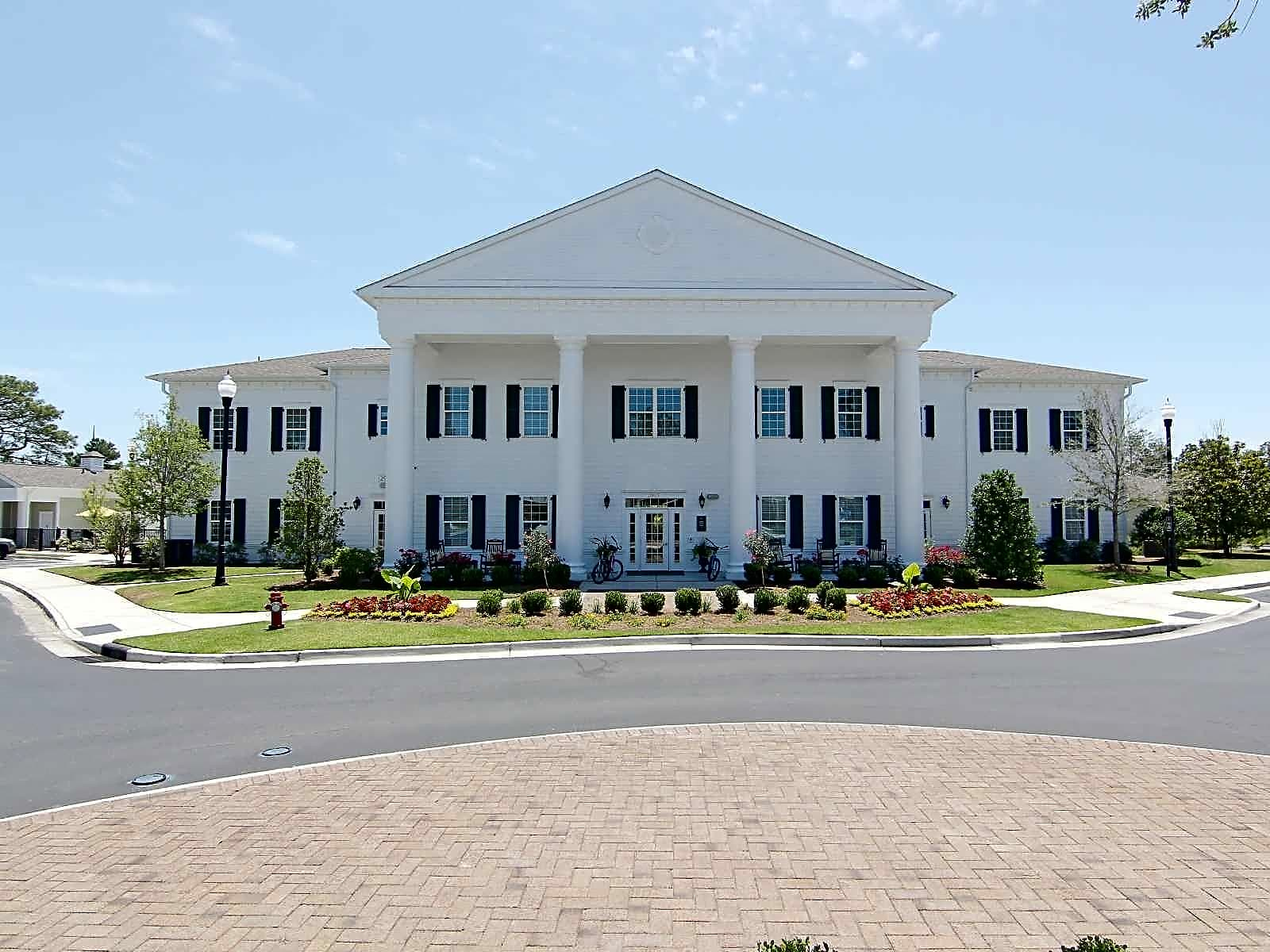 Apartments Near UNCW One Midtown for University of North Carolina-Wilmington Students in Wilmington, NC