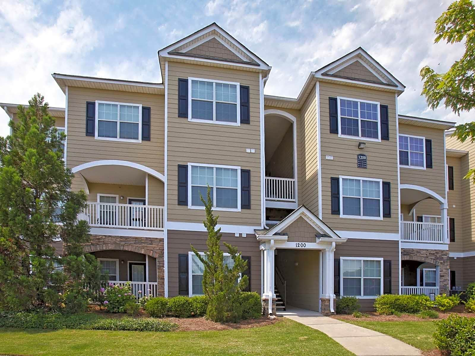 Apartments Near Auburn Montgomery Legends at Taylor Lakes for Auburn University at Montgomery Students in Auburn, AL