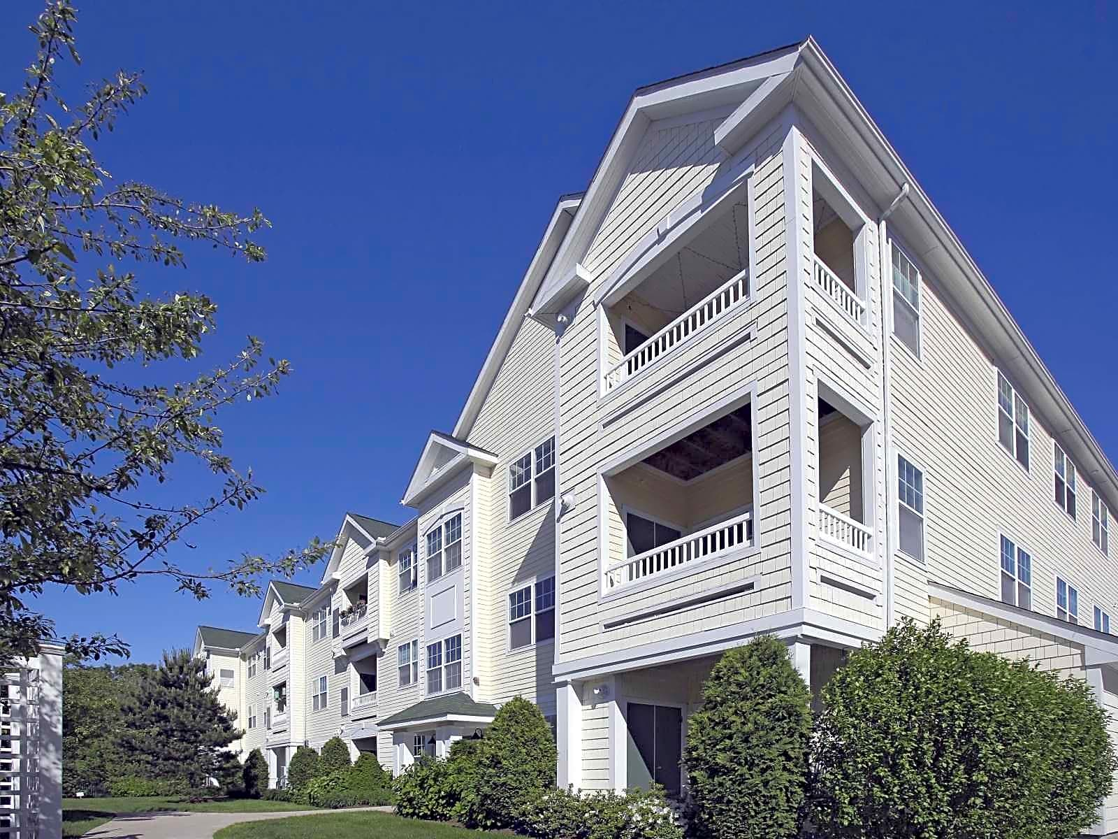 Apartments Near Gordon Hawthorne Commons for Gordon College Students in Wenham, MA