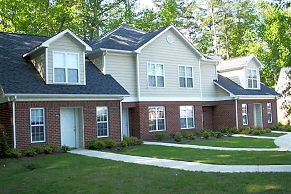 Apartments Near NCCU Taylor's Pond for North Carolina Central University Students in Durham, NC