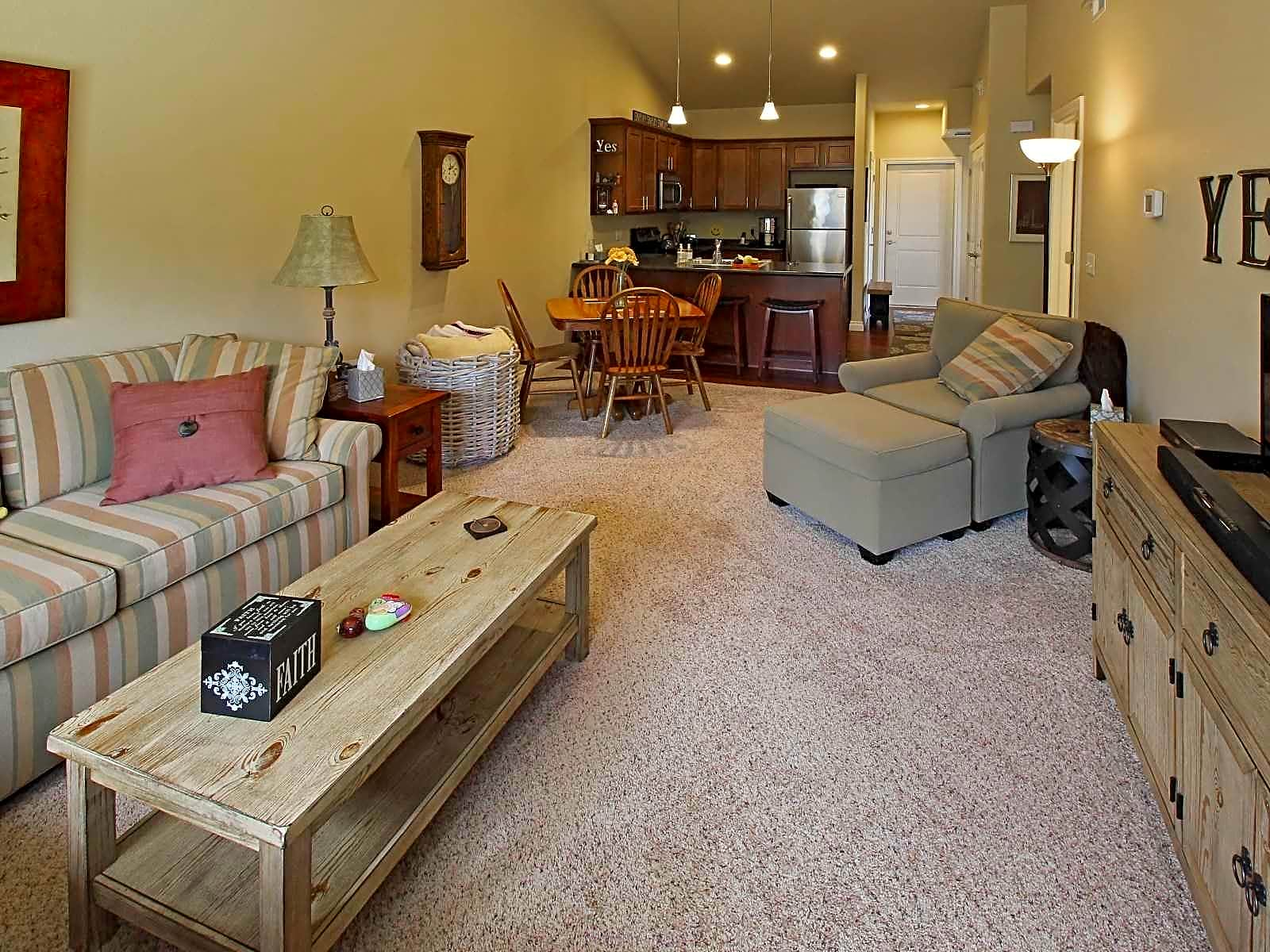 Apartments Near Lourdes The Colony @ N. McCord for Lourdes College Students in Sylvania, OH