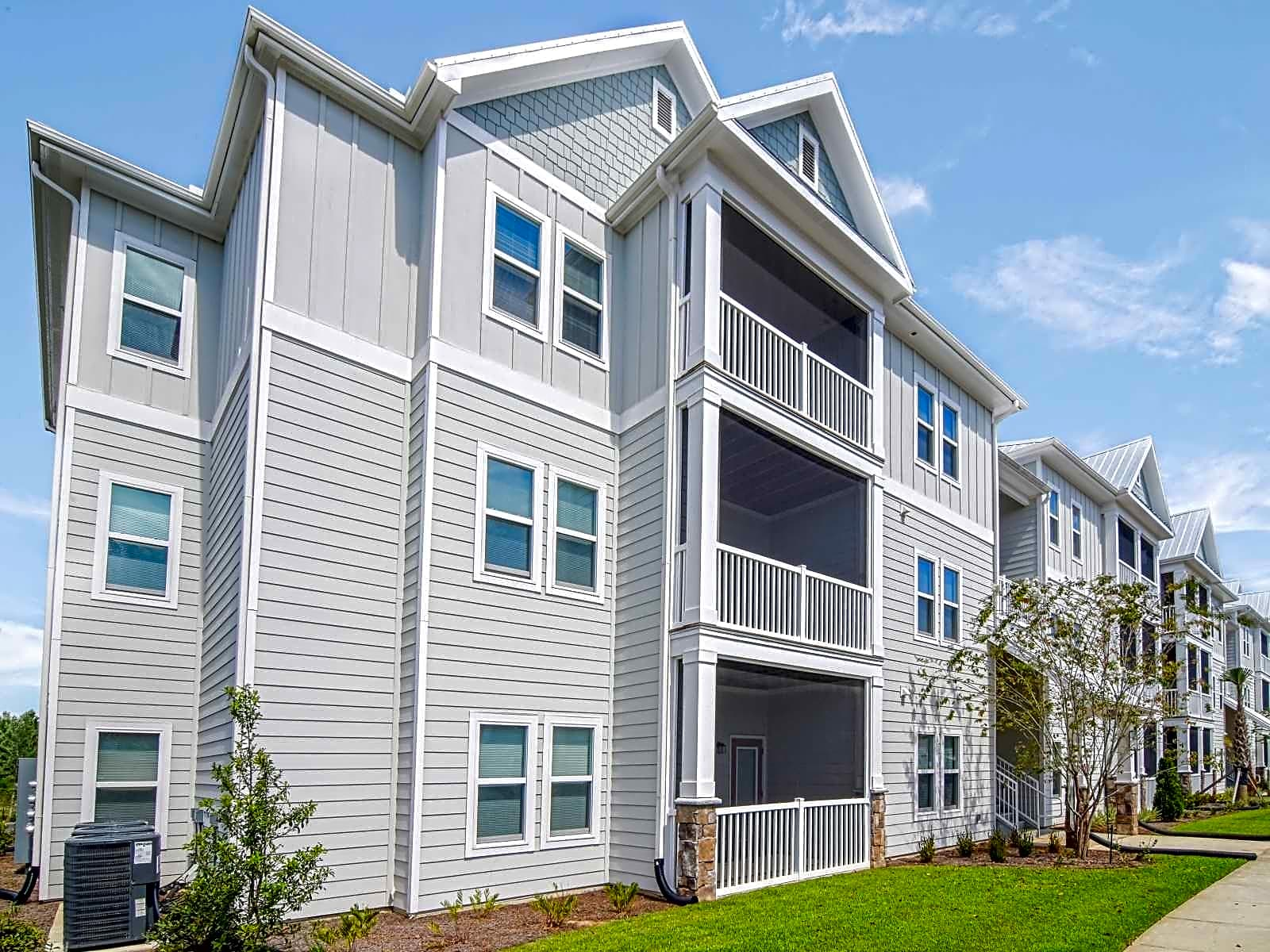 Apartments Near UWF The Crossings at Milestone for University of West Florida Students in Pensacola, FL