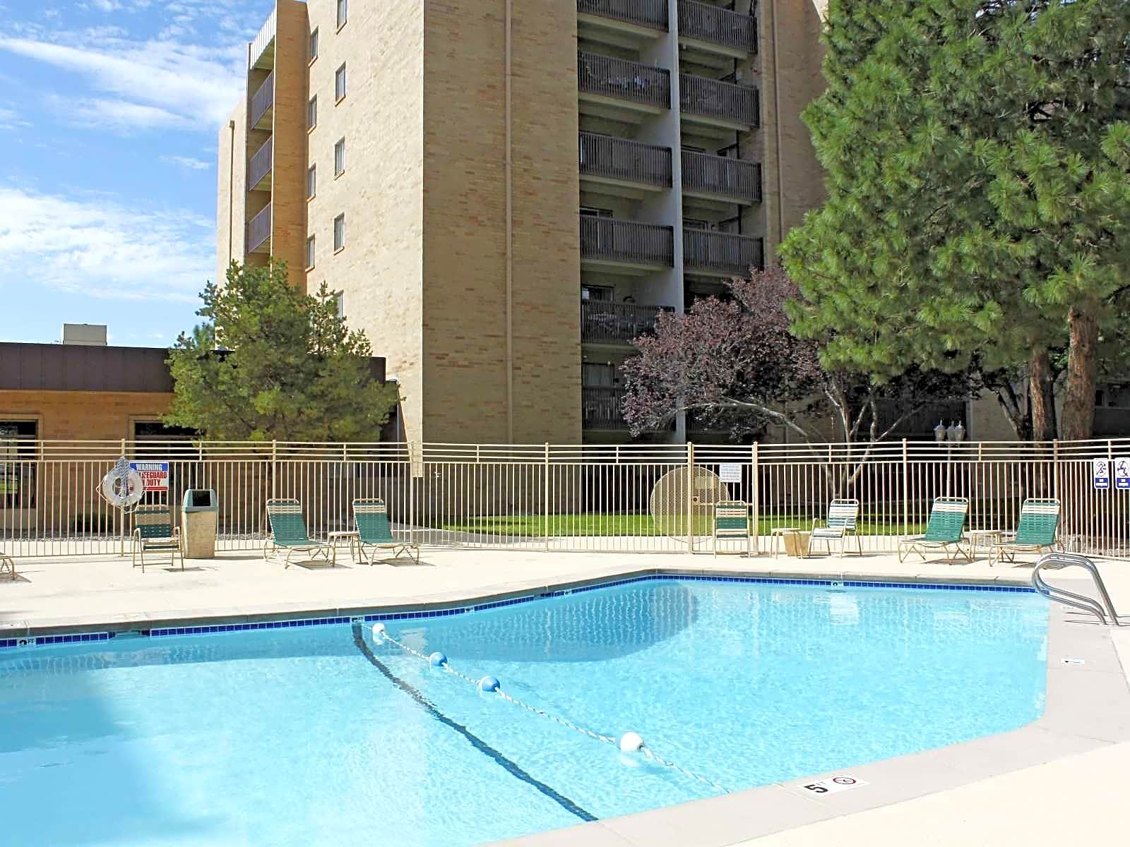 Apartments Near New Mexico Los Altos Towers for University of New Mexico Students in Albuquerque, NM