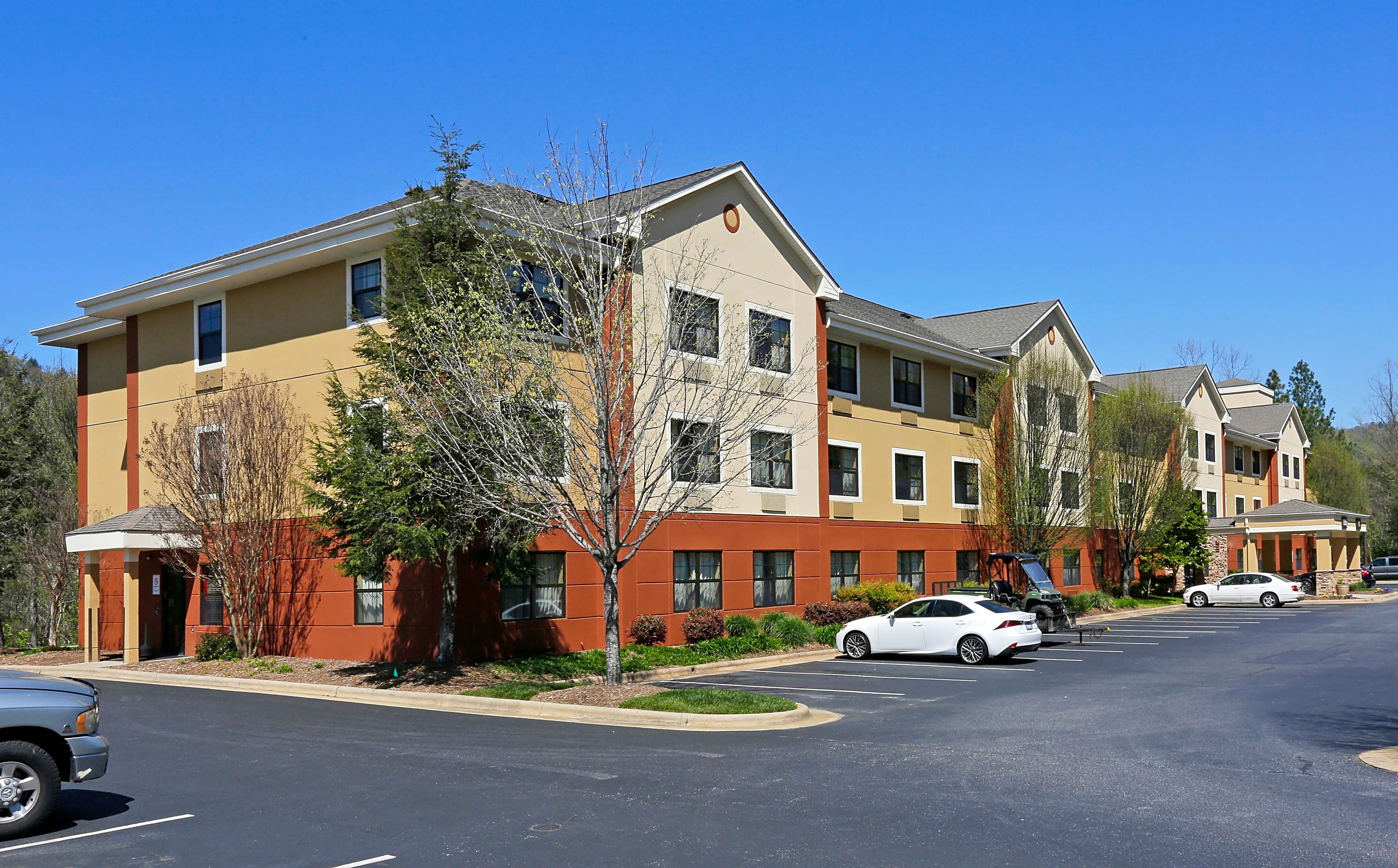 Apartments Near Montreat Furnished Studio - Asheville - Tunnel Rd. for Montreat College Students in Montreat, NC