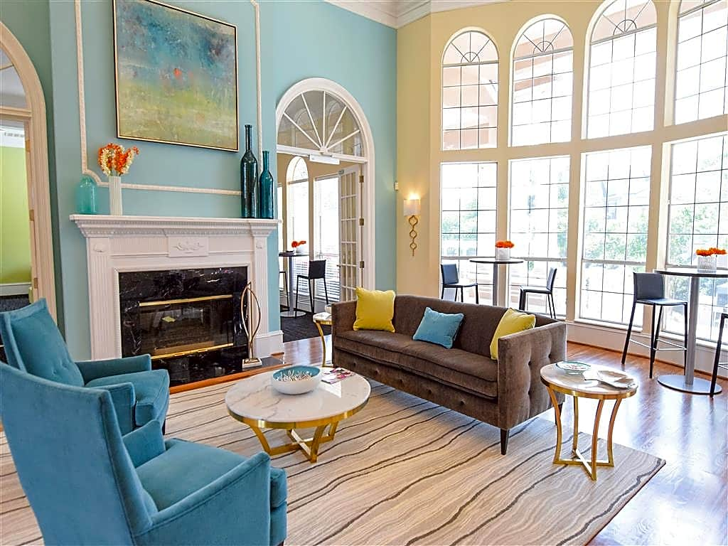 Apartments Near BJU Hawthorne at The Carlyle for Bob Jones University Students in Greenville, SC
