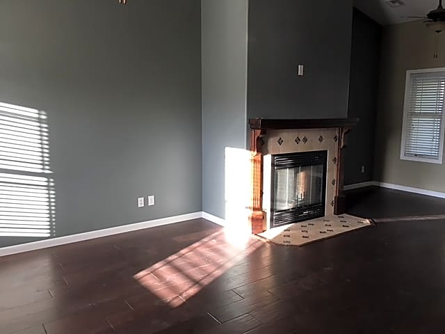 West part Living room and fire place.JPG