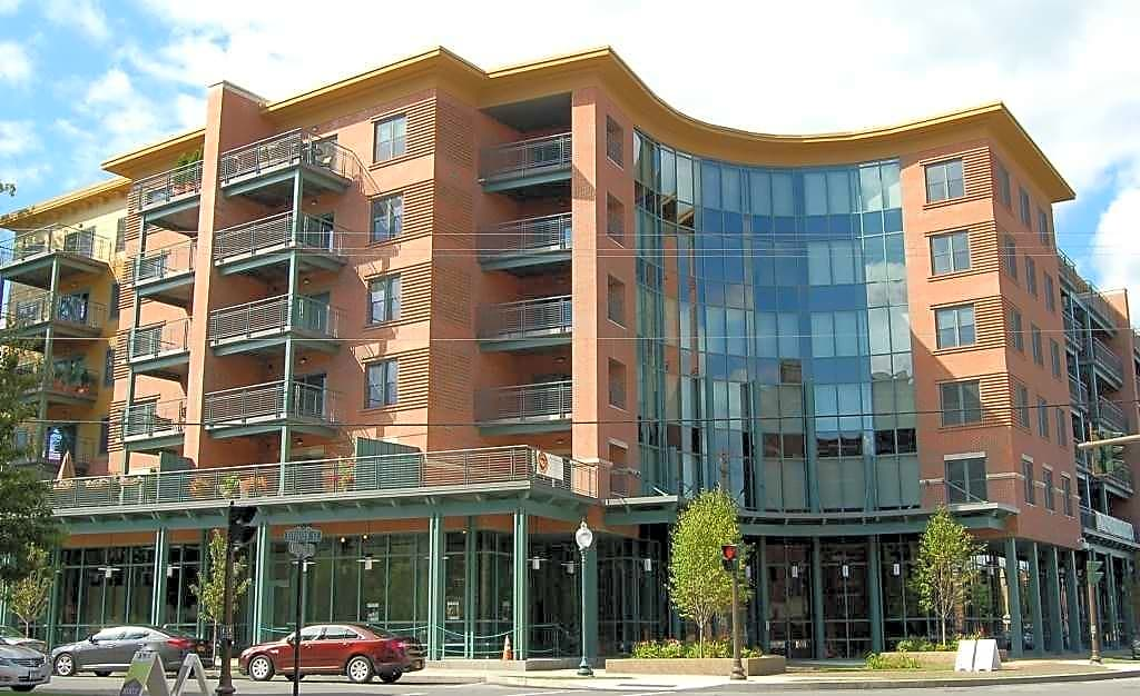 Apartments Near Skidmore Saratoga Market Center for Skidmore College Students in Saratoga Springs, NY