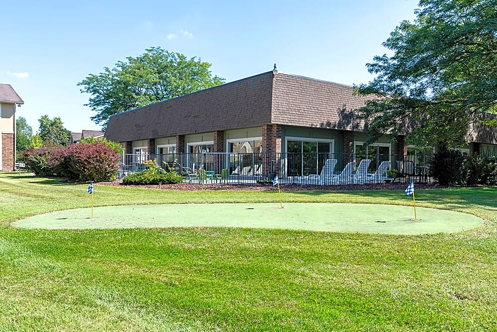 Putting Green, Camelot Place Apartments in Saginaw, MI