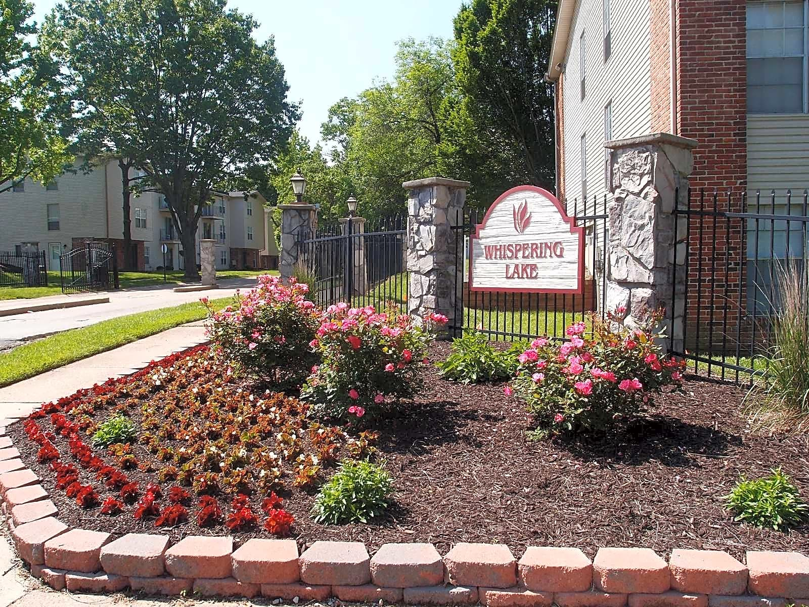 Apartments Near St. Louis Whispering Lake for Saint Louis Students in Saint Louis, MO