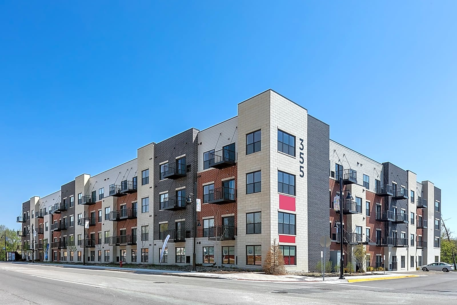 Apartments Near AIU Online Panton Mill Station for American Intercontinental University Online Students in Hoffman Estates, IL