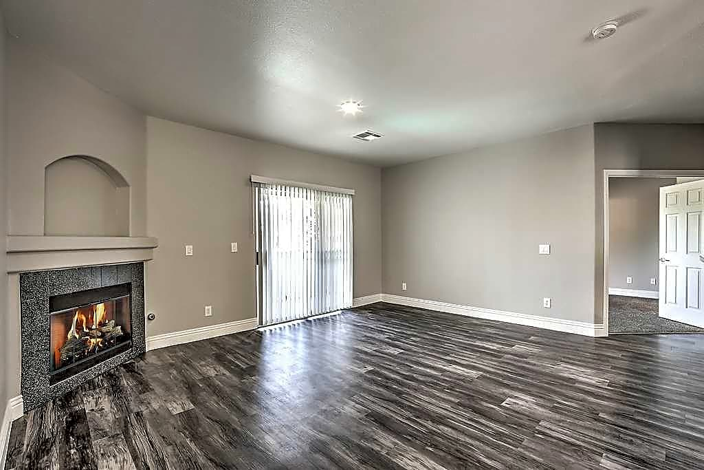 Apartments Near UNLV Parkway Townhomes for University of Nevada-Las Vegas Students in Las Vegas, NV