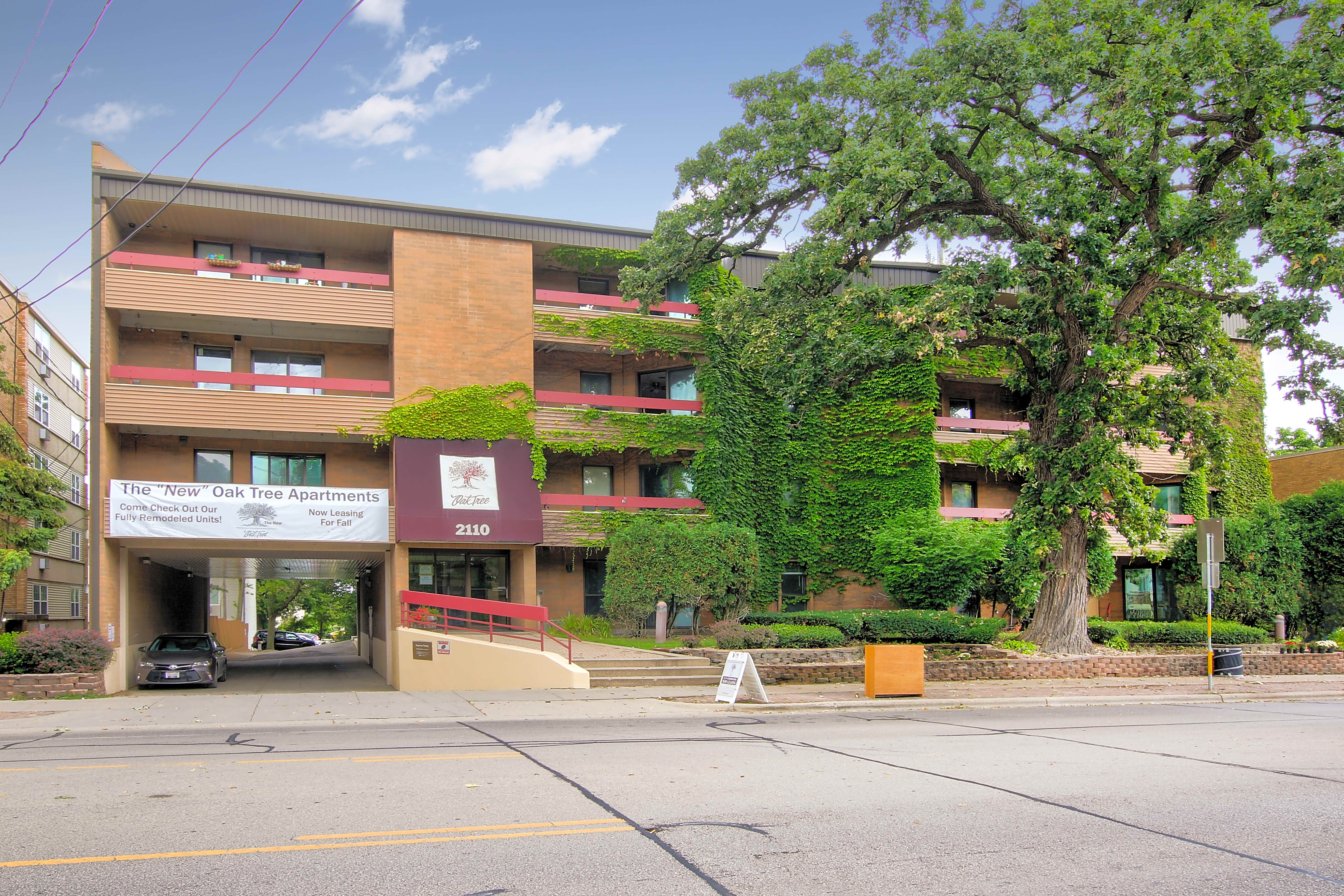 Apartments Near Edgewood Oak Tree Apartments for Edgewood College Students in Madison, WI