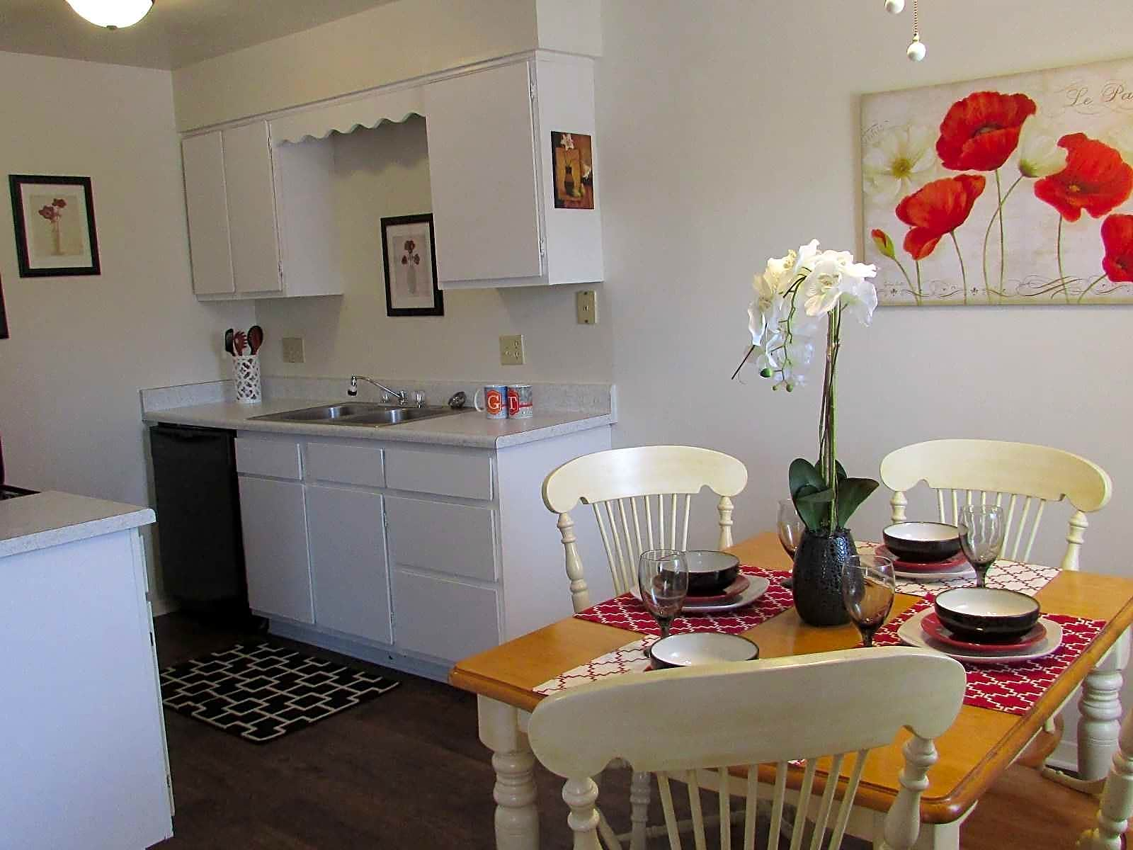 Apartments Near USI Golden Tower for University of Southern Indiana Students in Evansville, IN