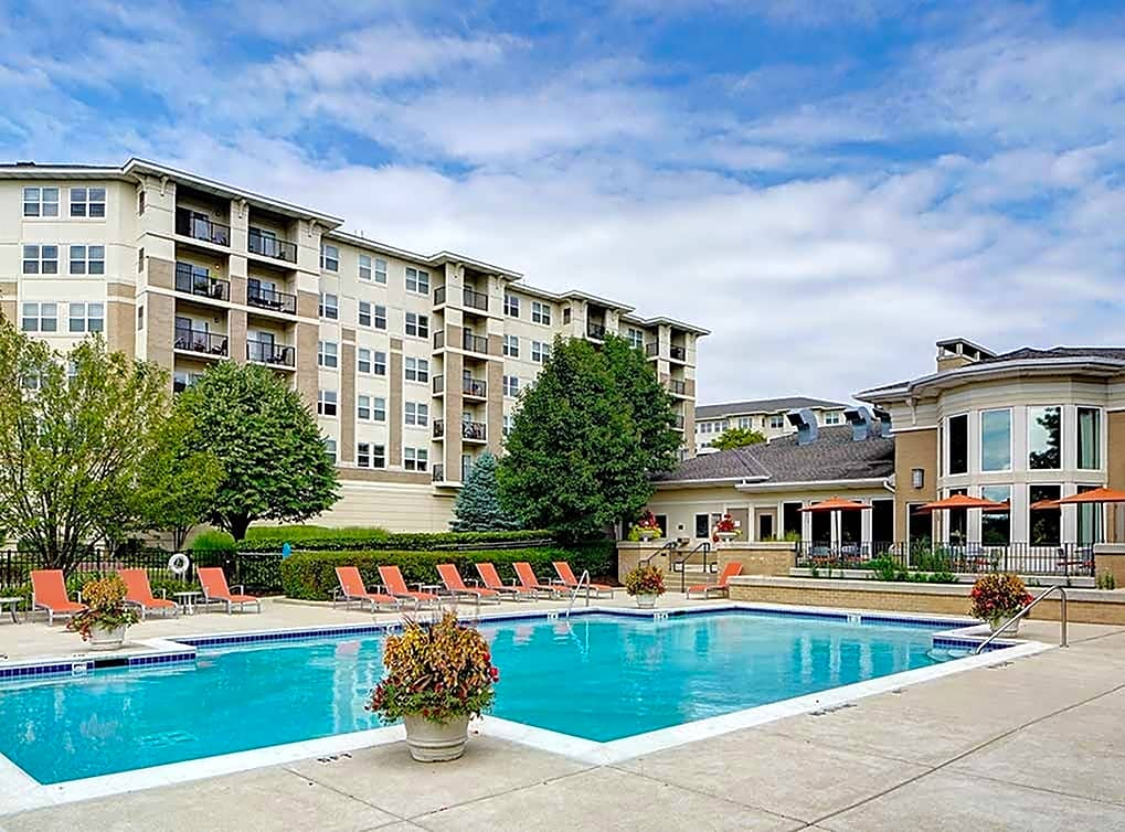 Apartments Near Lewis AMLI at Seven Bridges for Lewis University Students in Romeoville, IL