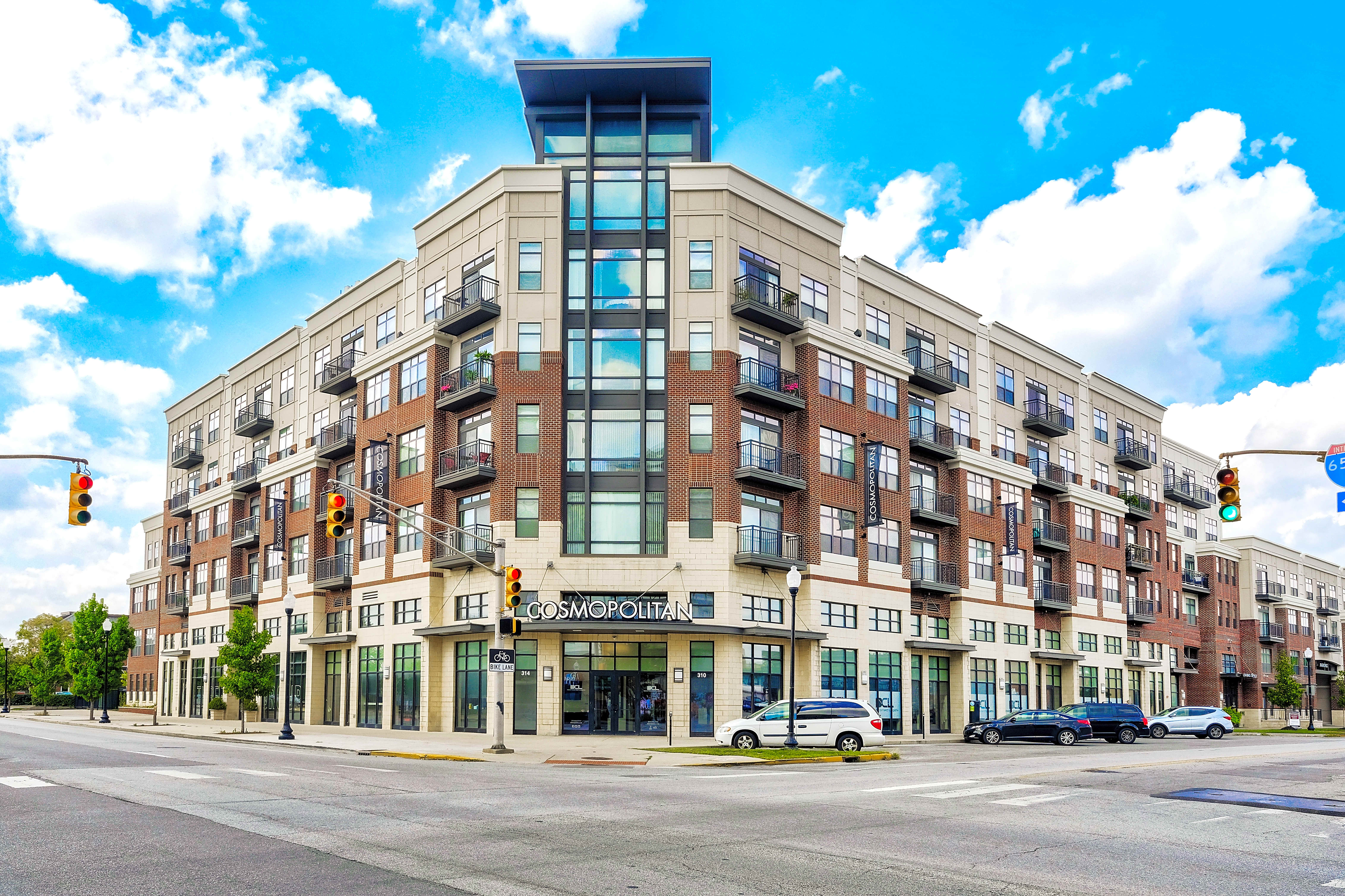 Apartments Near IUPUI Cosmopolitan on the Canal for Indiana University-Purdue University Students in Indianapolis, IN