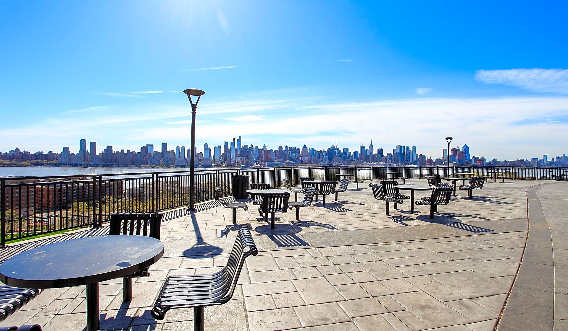 Ideal location on the Hudson River and close to Manhattan
