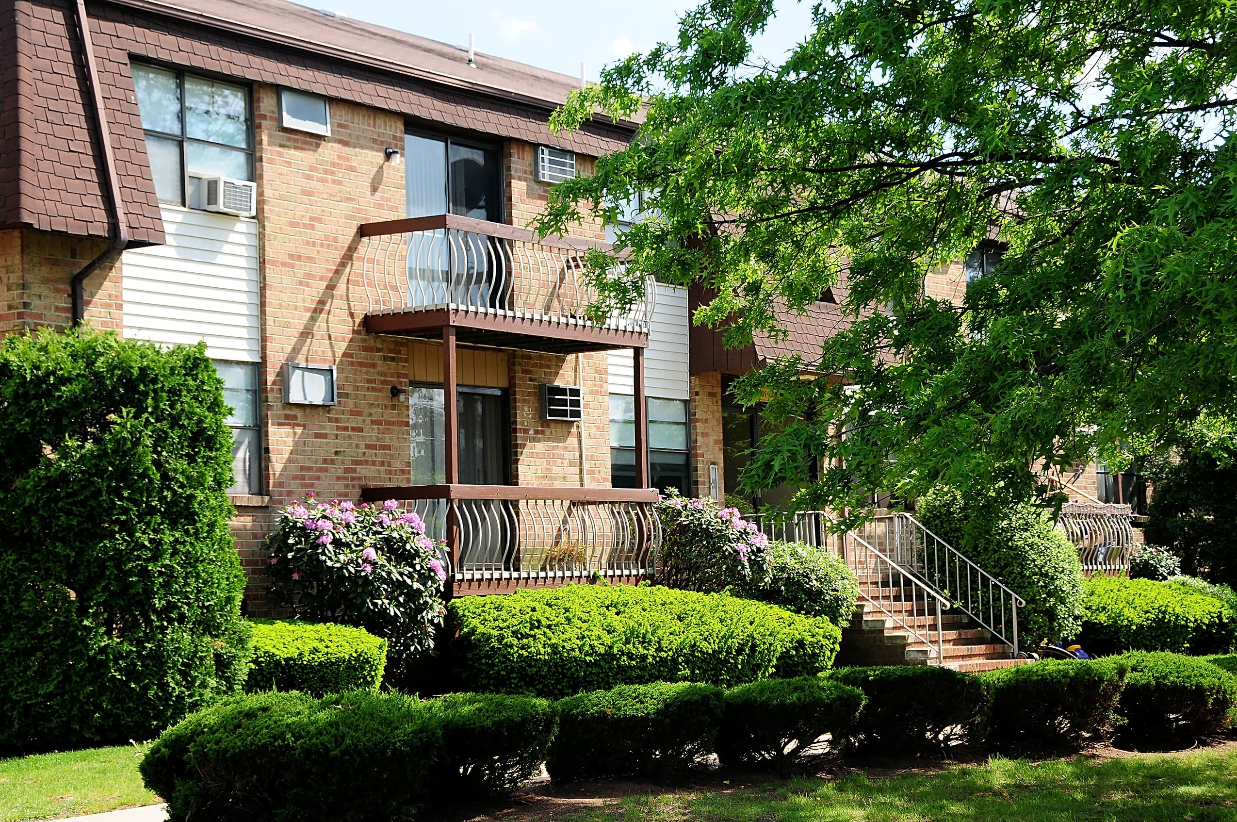 Apartments Near Rutgers Blueberry and Edison Village for Rutgers University Students in New Brunswick, NJ