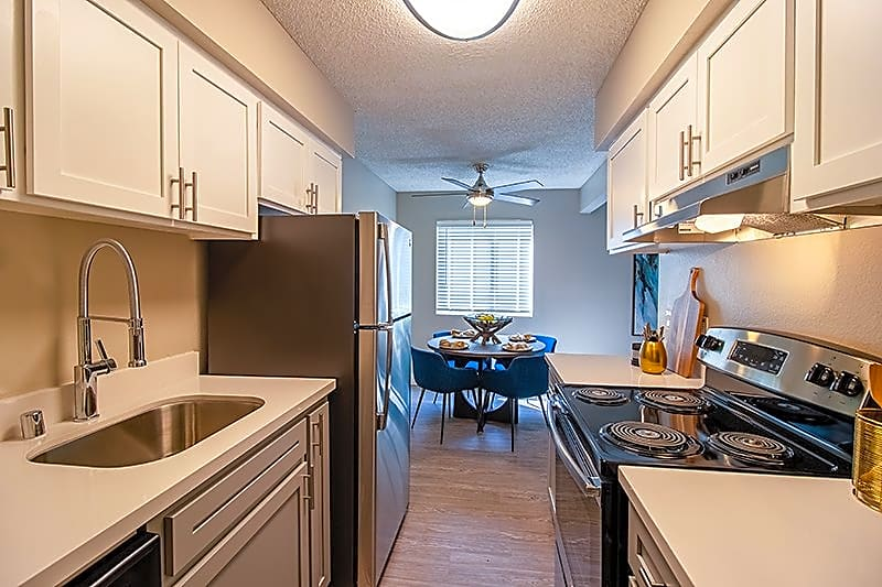 Apartments Near Sac State Sterling Pointe for Sacramento State Students in Sacramento, CA