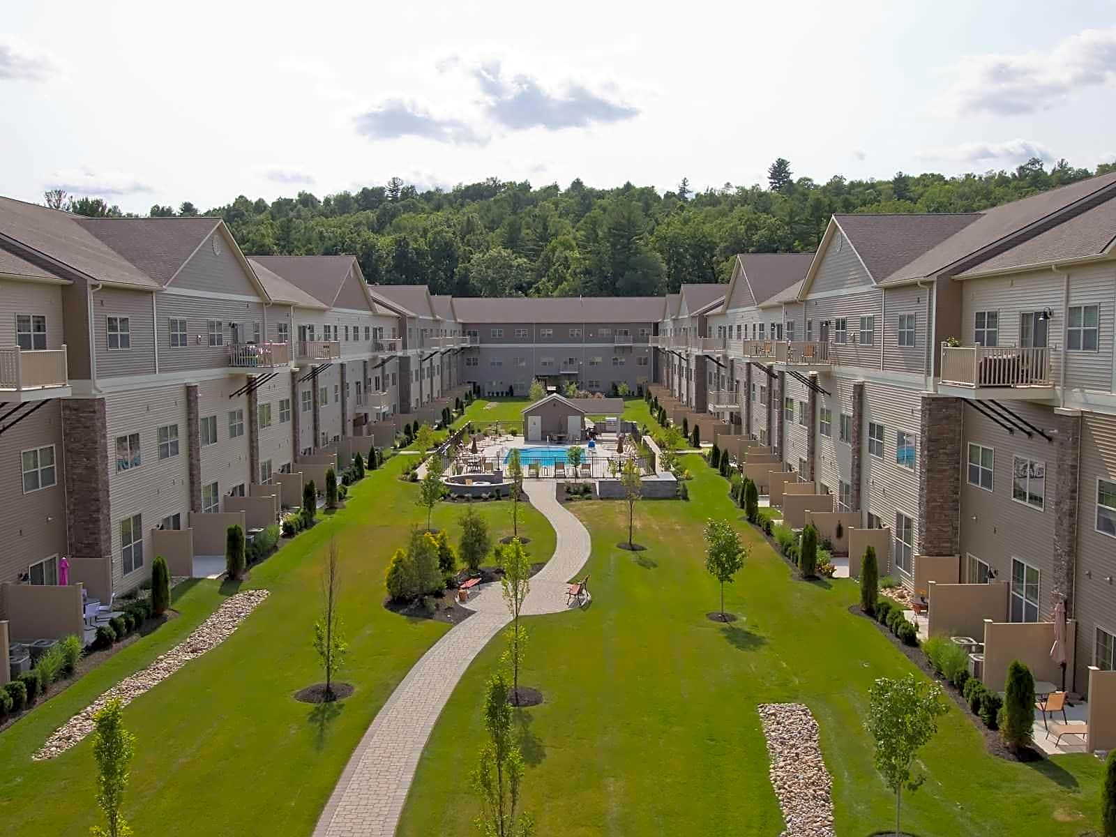 Apartments Near Skidmore Park Place at Wilton for Skidmore College Students in Saratoga Springs, NY