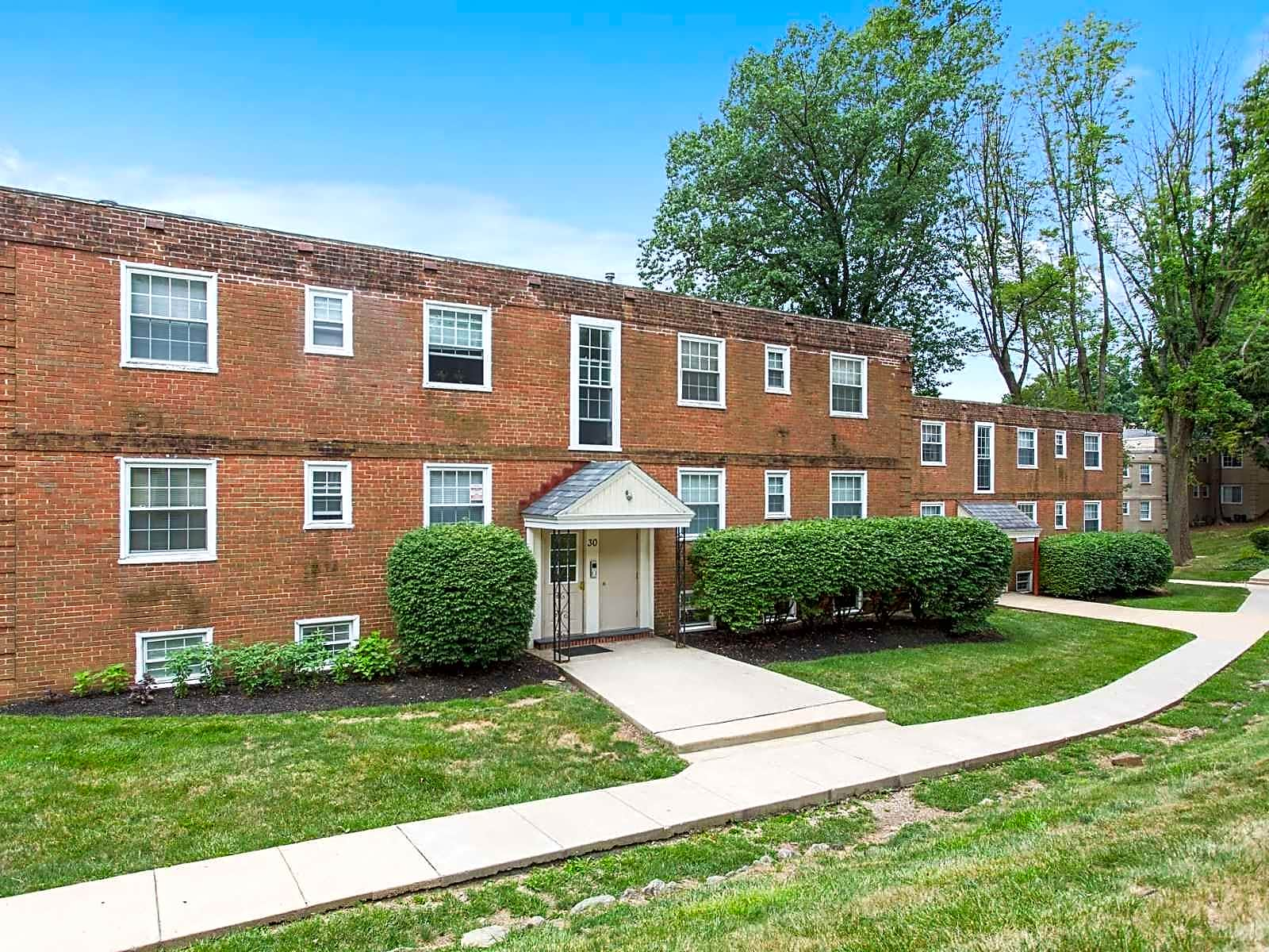 Apartments Near Salus Melrose Station for Salus University Students in Elkins Park, PA