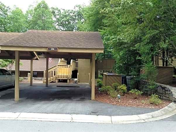 Condo for Rent in Hendersonville