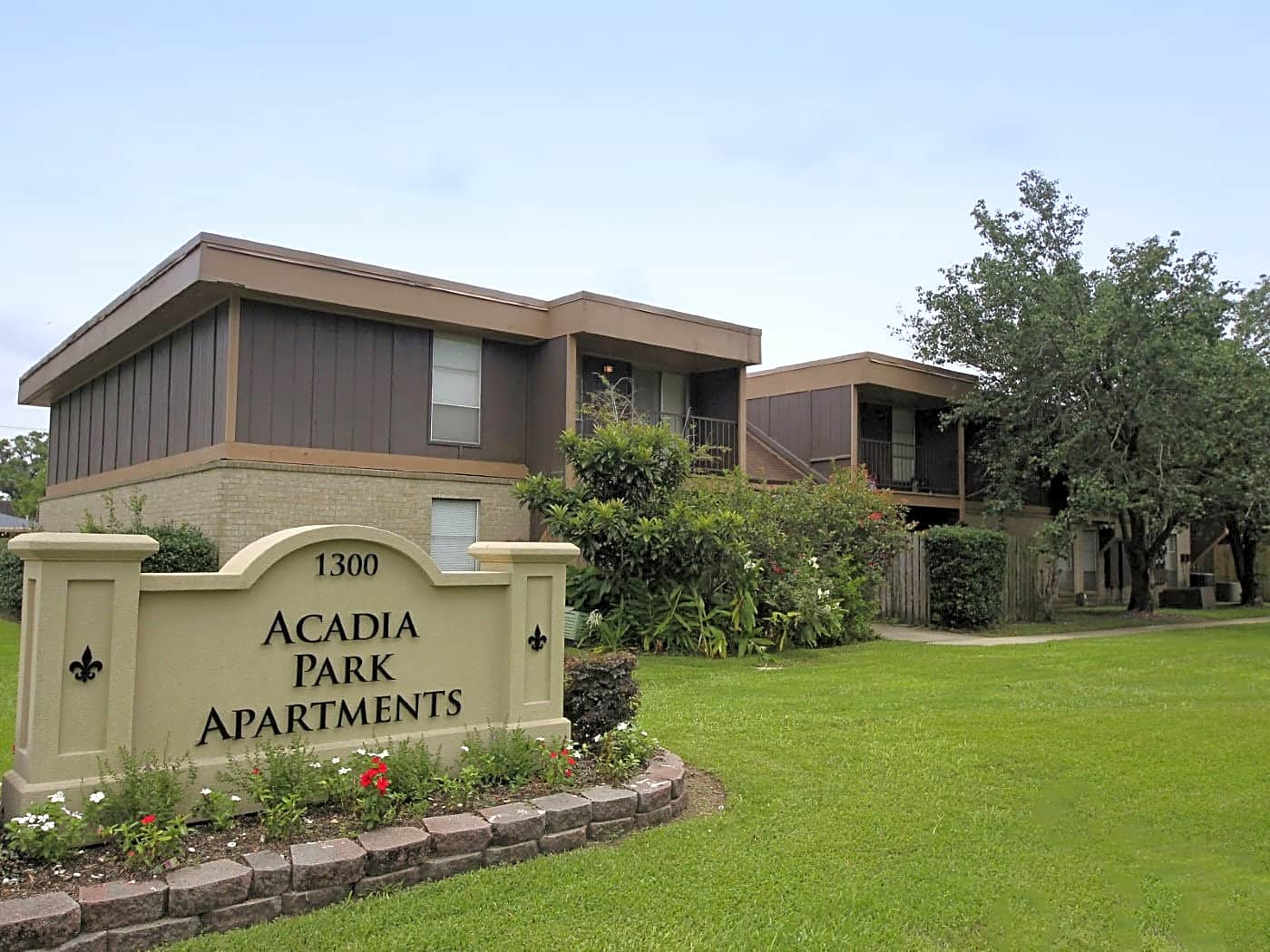 On-Site Management at the Acadia Park Apartments in Houma, LA