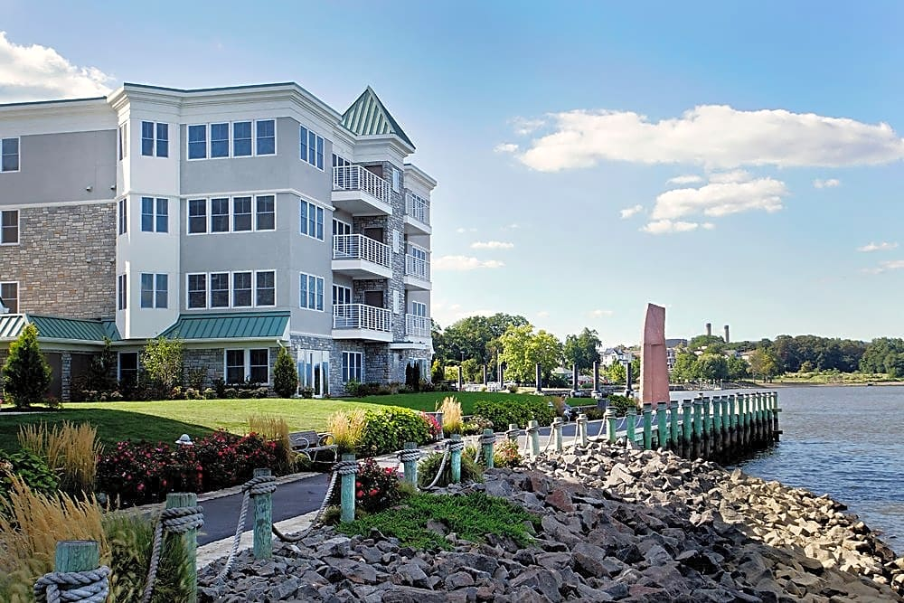 Apartments Near Dominican College The Waterfront at Harbors for Dominican College Students in Orangeburg, NY