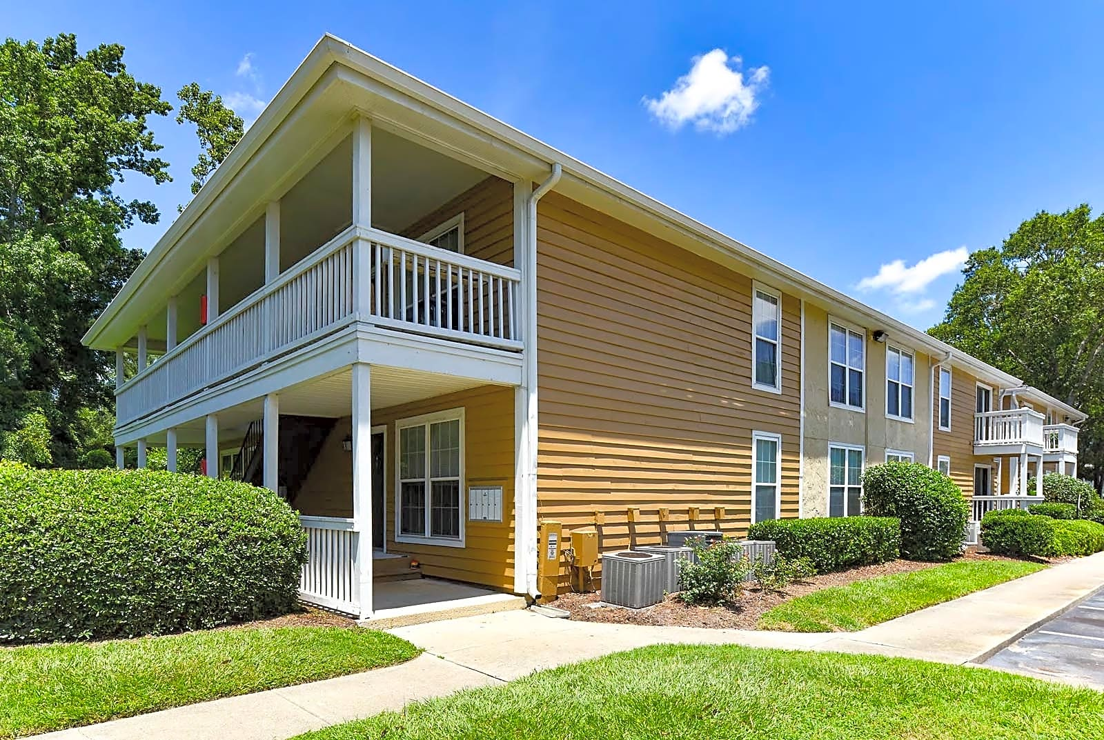 Apartments Near UNCW The Creek for University of North Carolina-Wilmington Students in Wilmington, NC