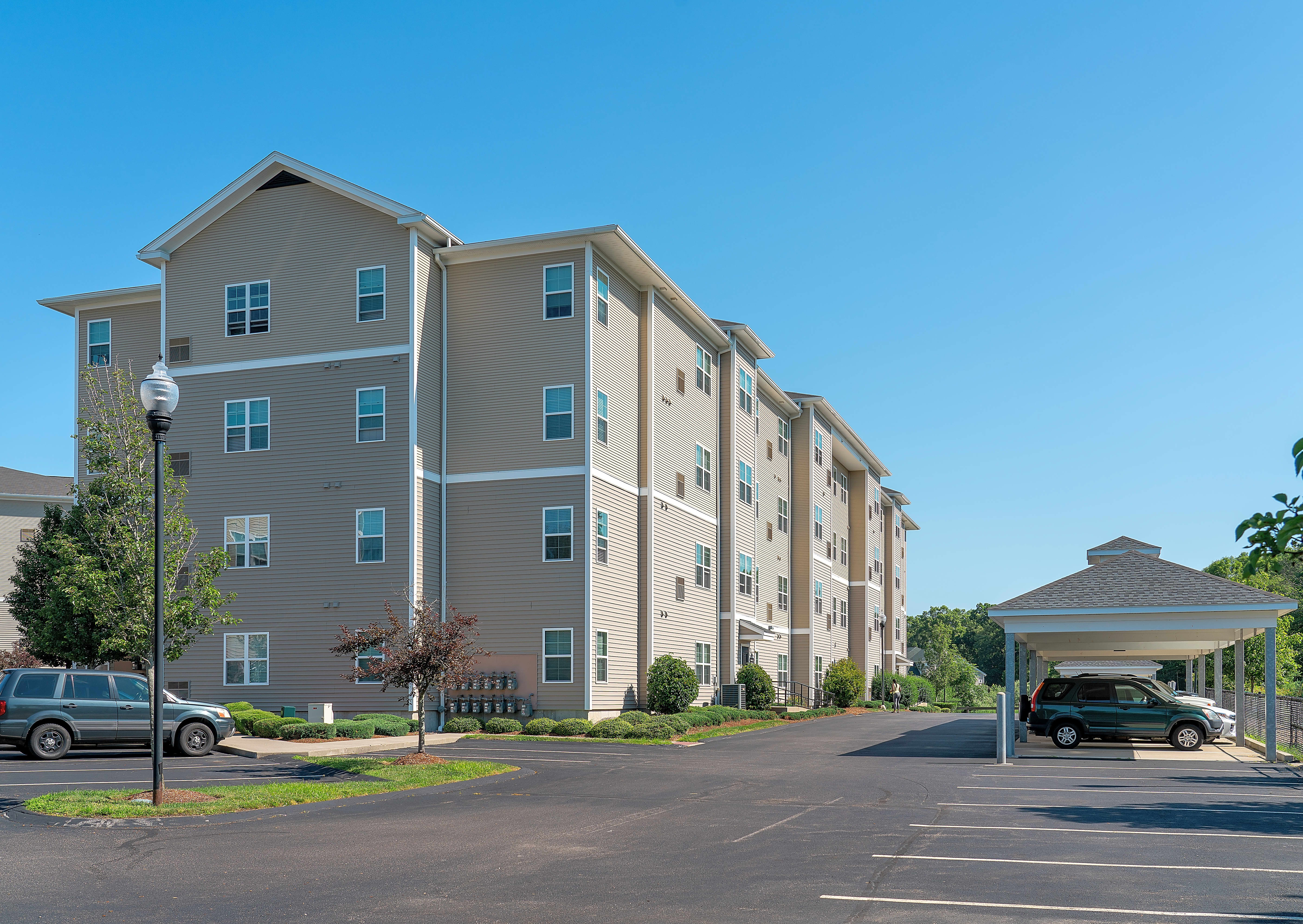 Apartments Near Stonehill The Point at Stoughton for Stonehill College Students in Easton, MA