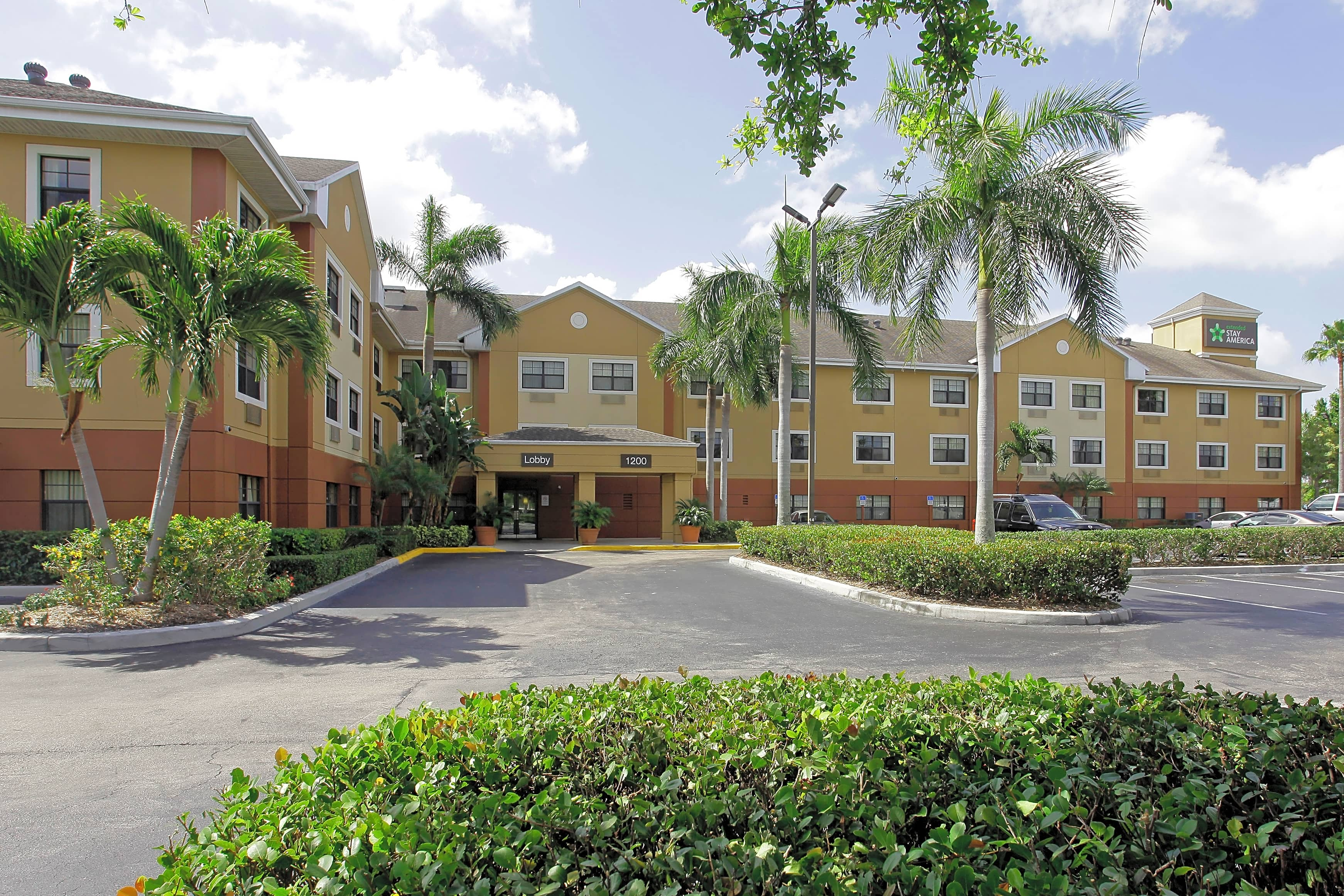 NSU Housing Furnished Studio - Fort Lauderdale - Deerfield Beach for Nova Southeastern University Students in Fort Lauderdale, FL