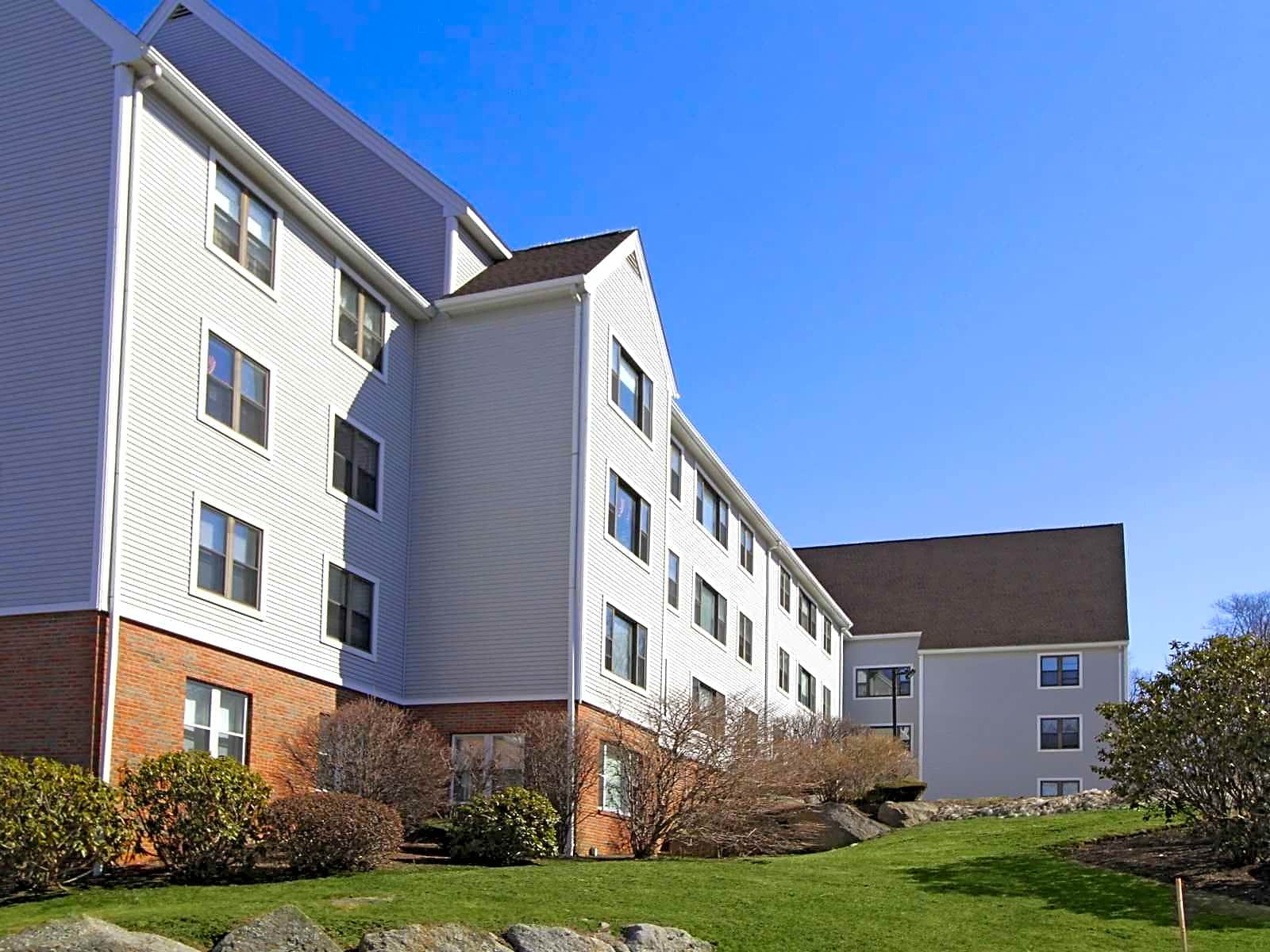 Apartments Near UMass-Dartmouth Ships Watch Apartments for University of Massachusetts Dartmouth Students in North Dartmouth, MA
