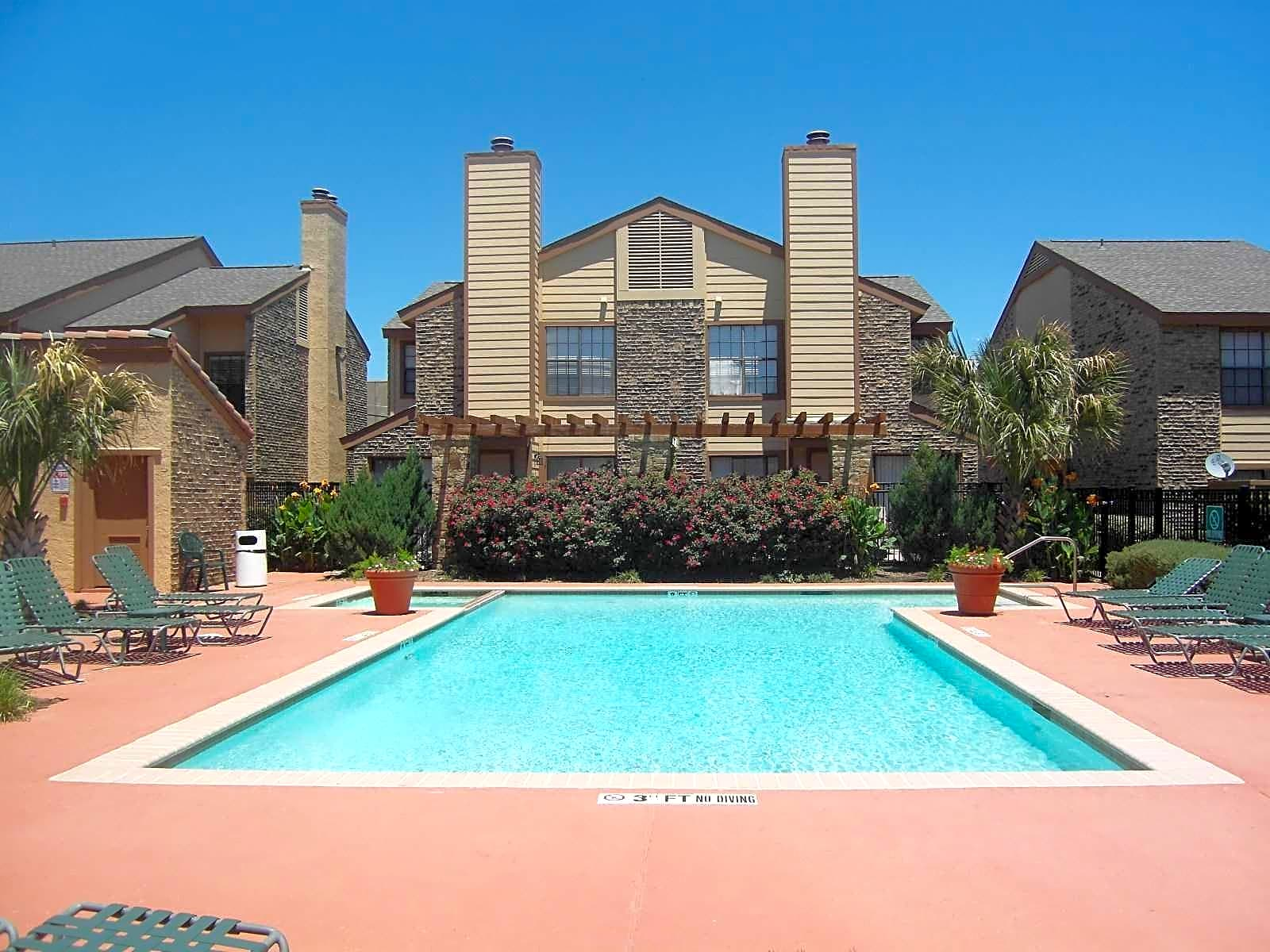 West Plano Apartments Townhomes