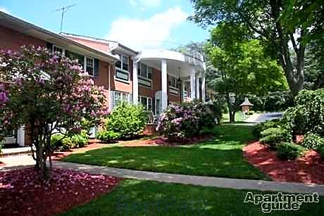 Apartments Near RCC Mall & Starview Gardens for Rockland Community College Students in Suffern, NY