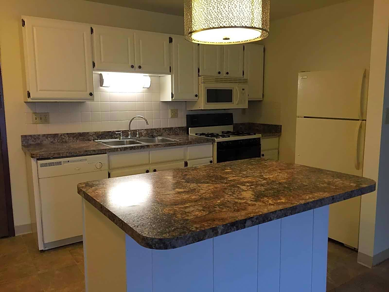 Apartments Near Akron Highland Square for University of Akron Students in Akron, OH