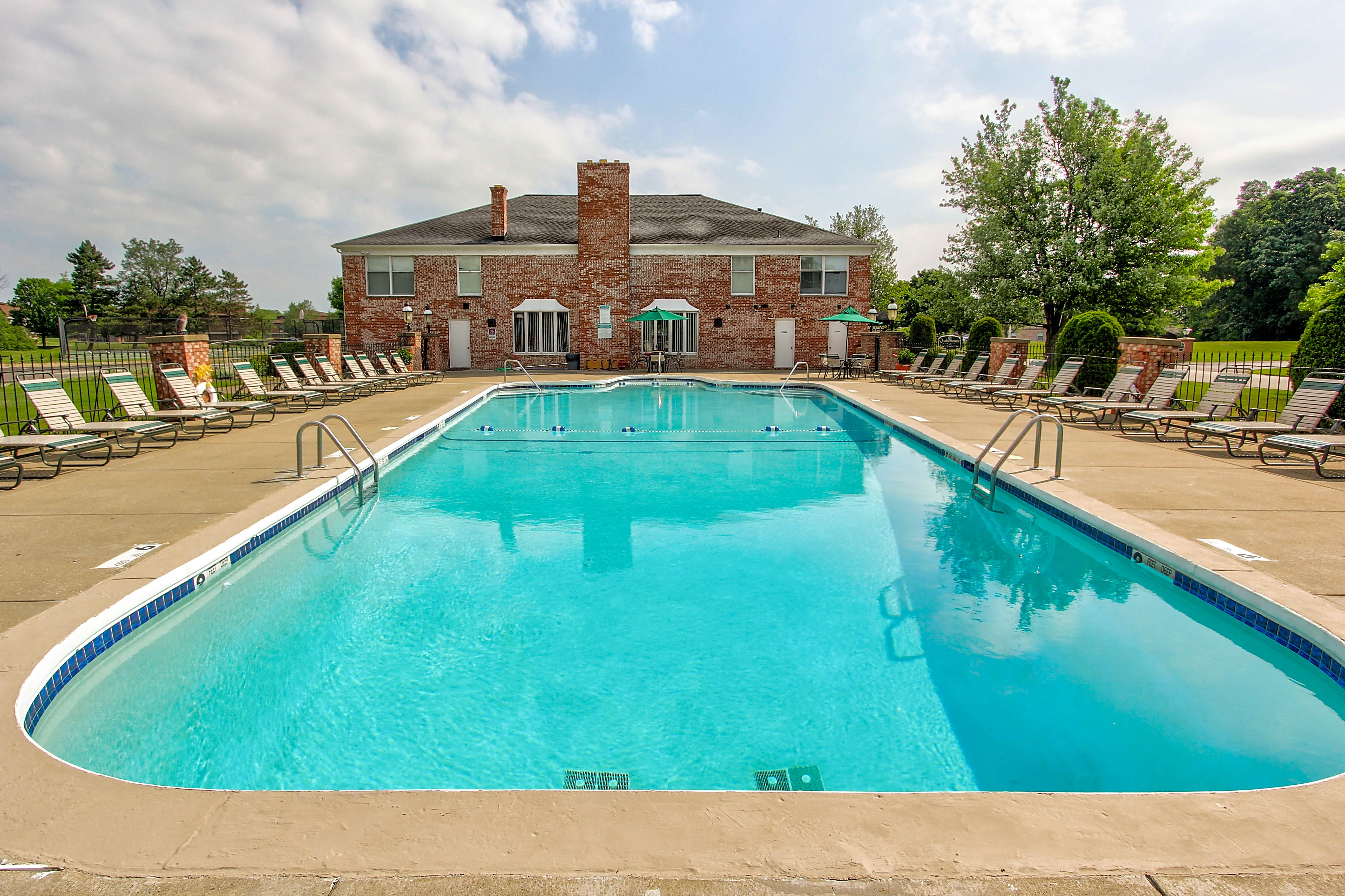 Apartments Near Hilbert Quakertowne Apartments for Hilbert College Students in Hamburg, NY