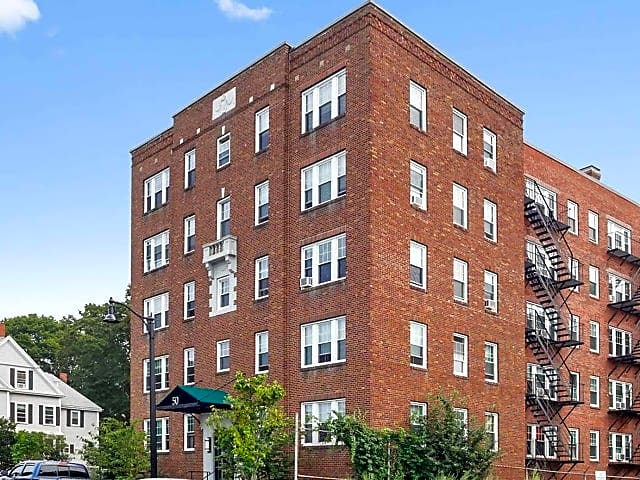 Apartments Near Gordon 50 Broadway for Gordon College Students in Wenham, MA