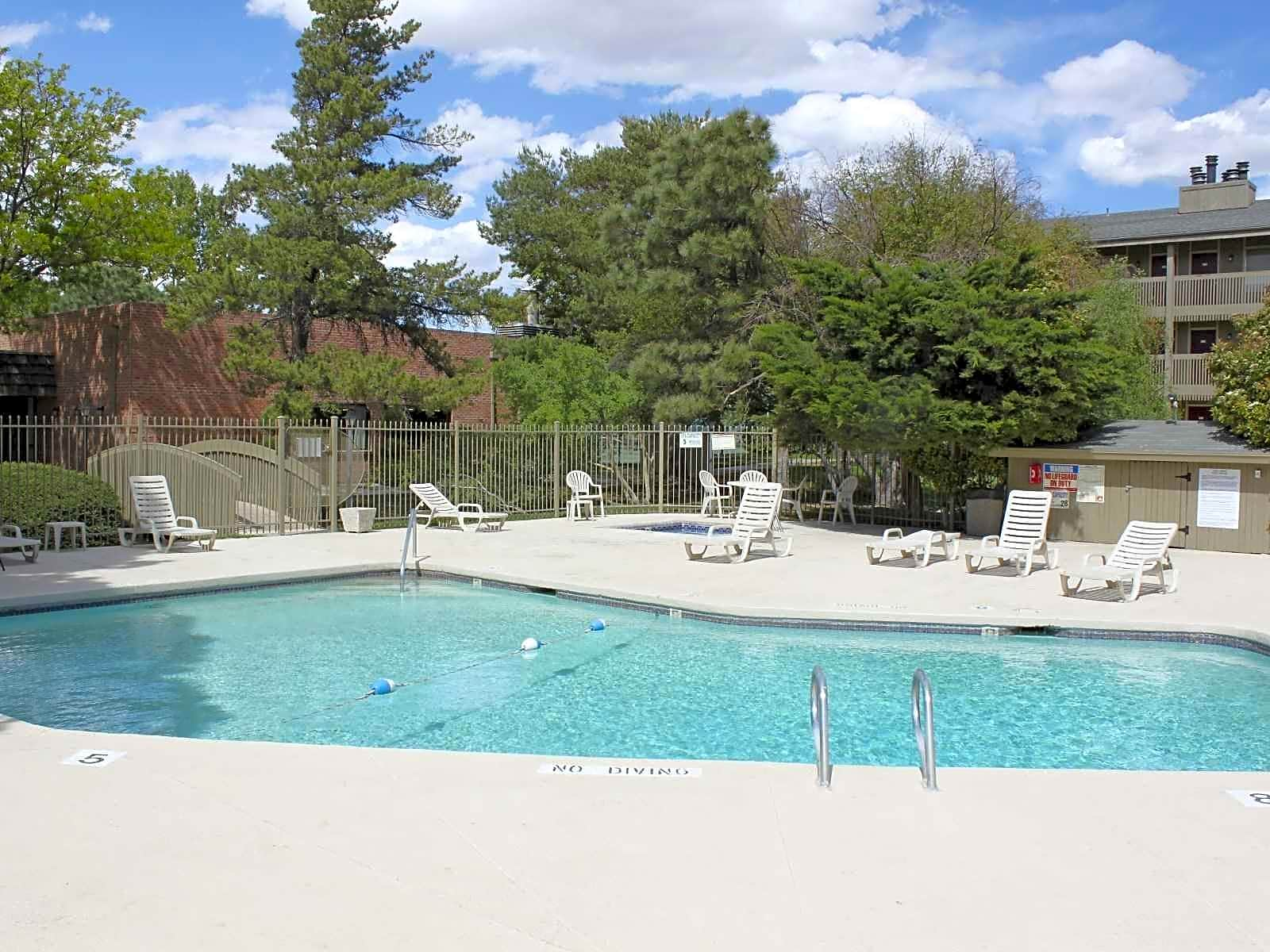 Apartments Near New Mexico The Lakes for University of New Mexico Students in Albuquerque, NM