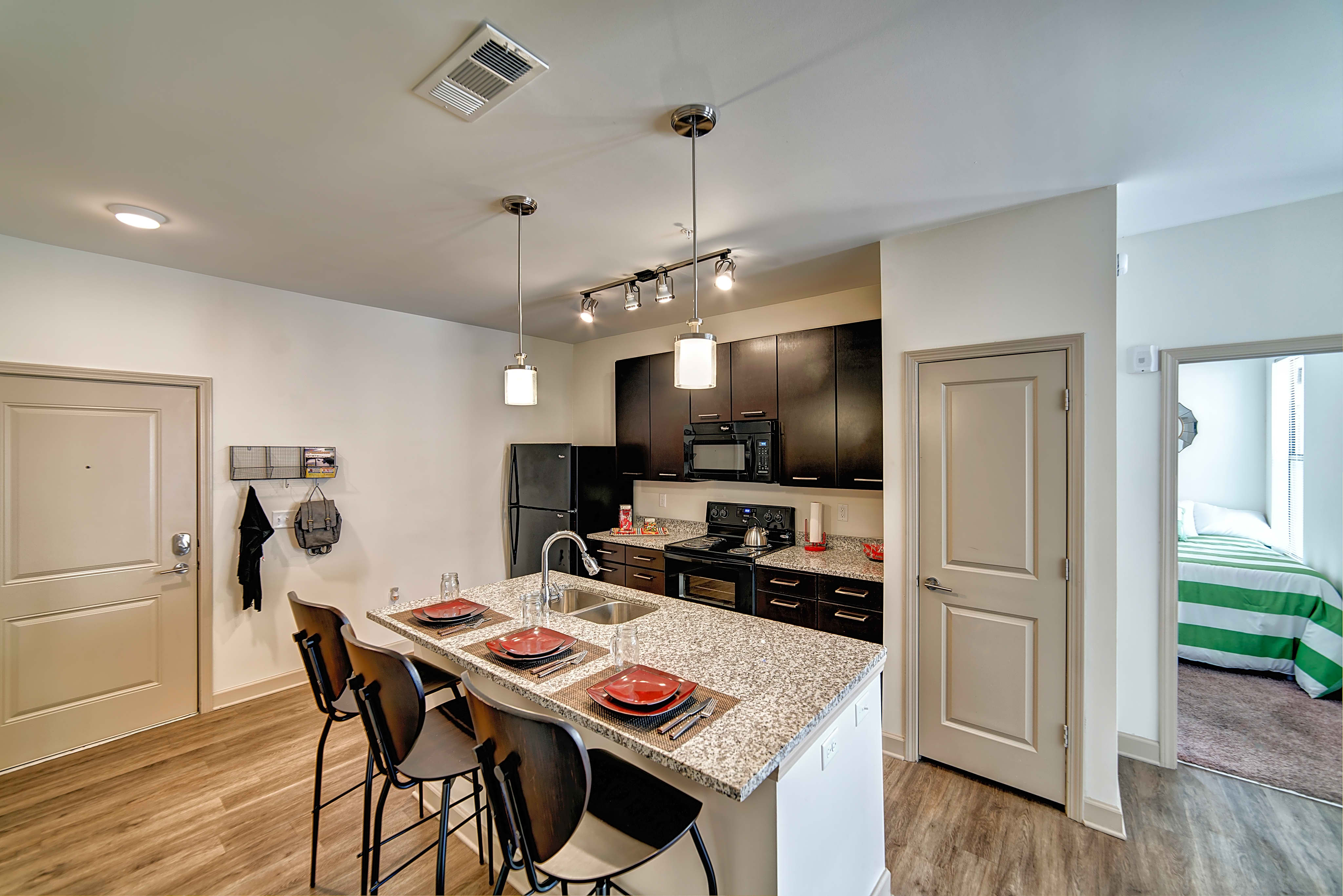 Apartments Near University of Alabama Riverfront Village - Per Bed Lease for University of Alabama Students in Tuscaloosa, AL