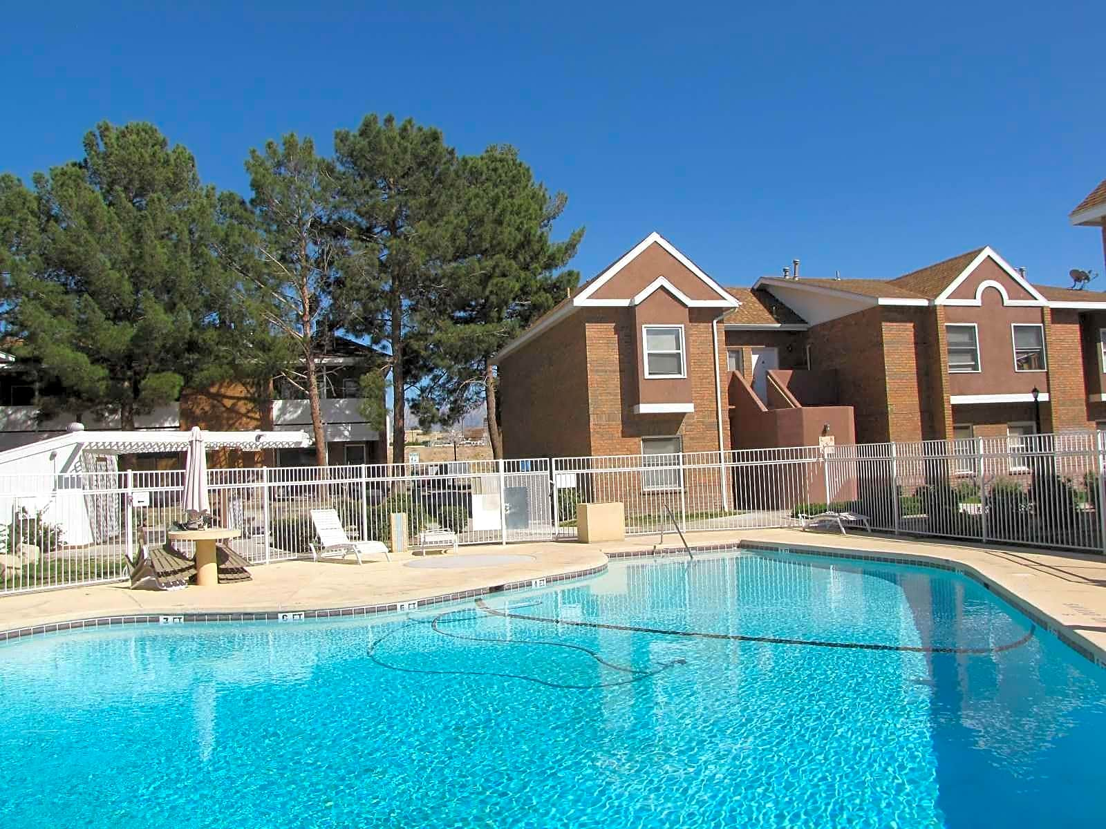 Woodcrest apartment homes las cruces nm 88001 for Home builders in las cruces nm