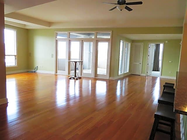 Condo for Rent in Homewood
