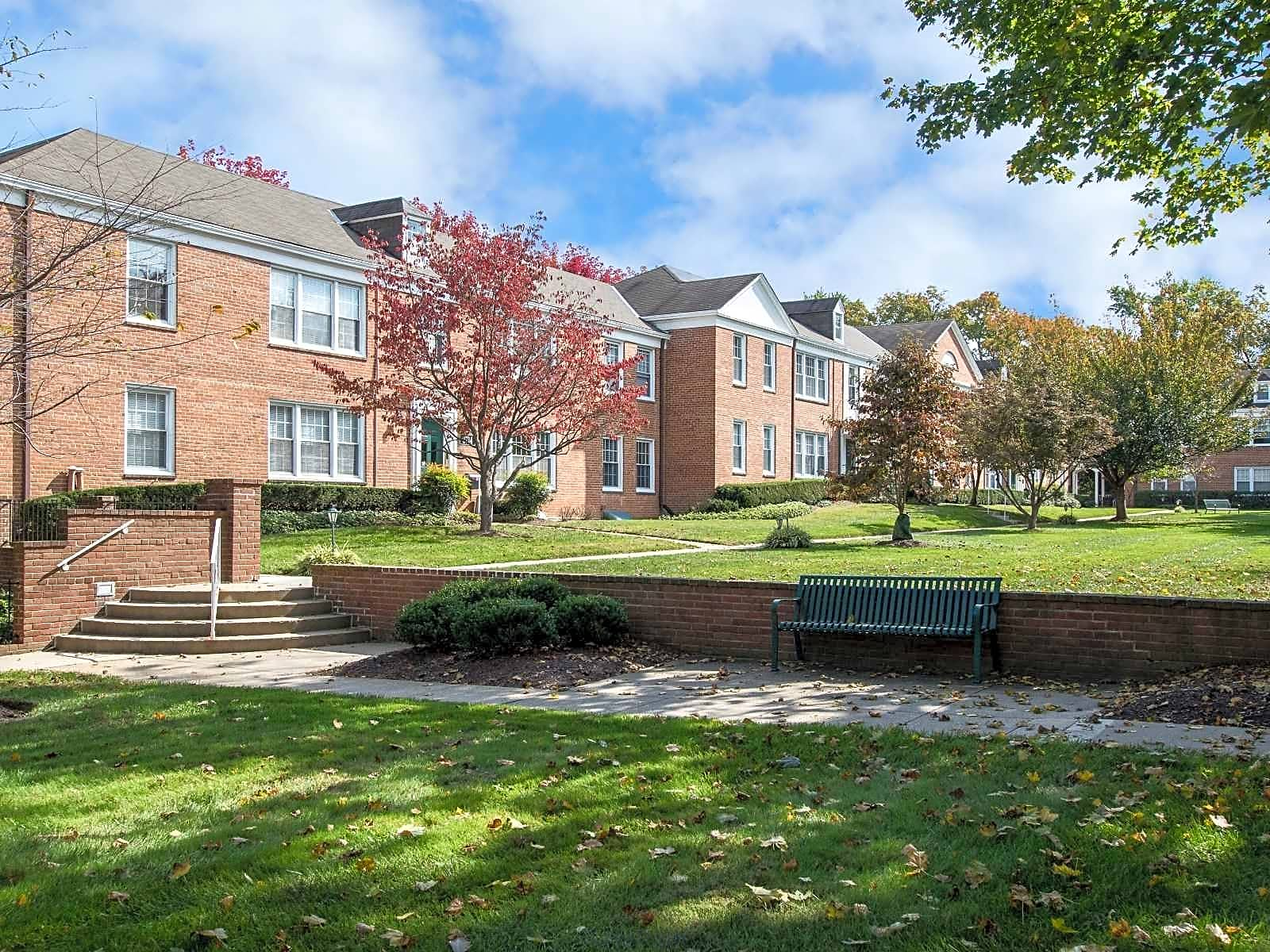 Lake apartments and townhomes chevy chase md 20815 for Academie de cuisine bethesda md