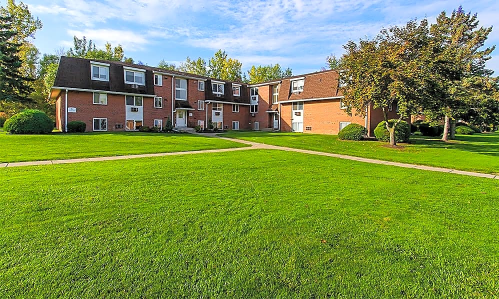 Apartments Near Brockport Willowbrooke Manor for Brockport Students in Brockport, NY