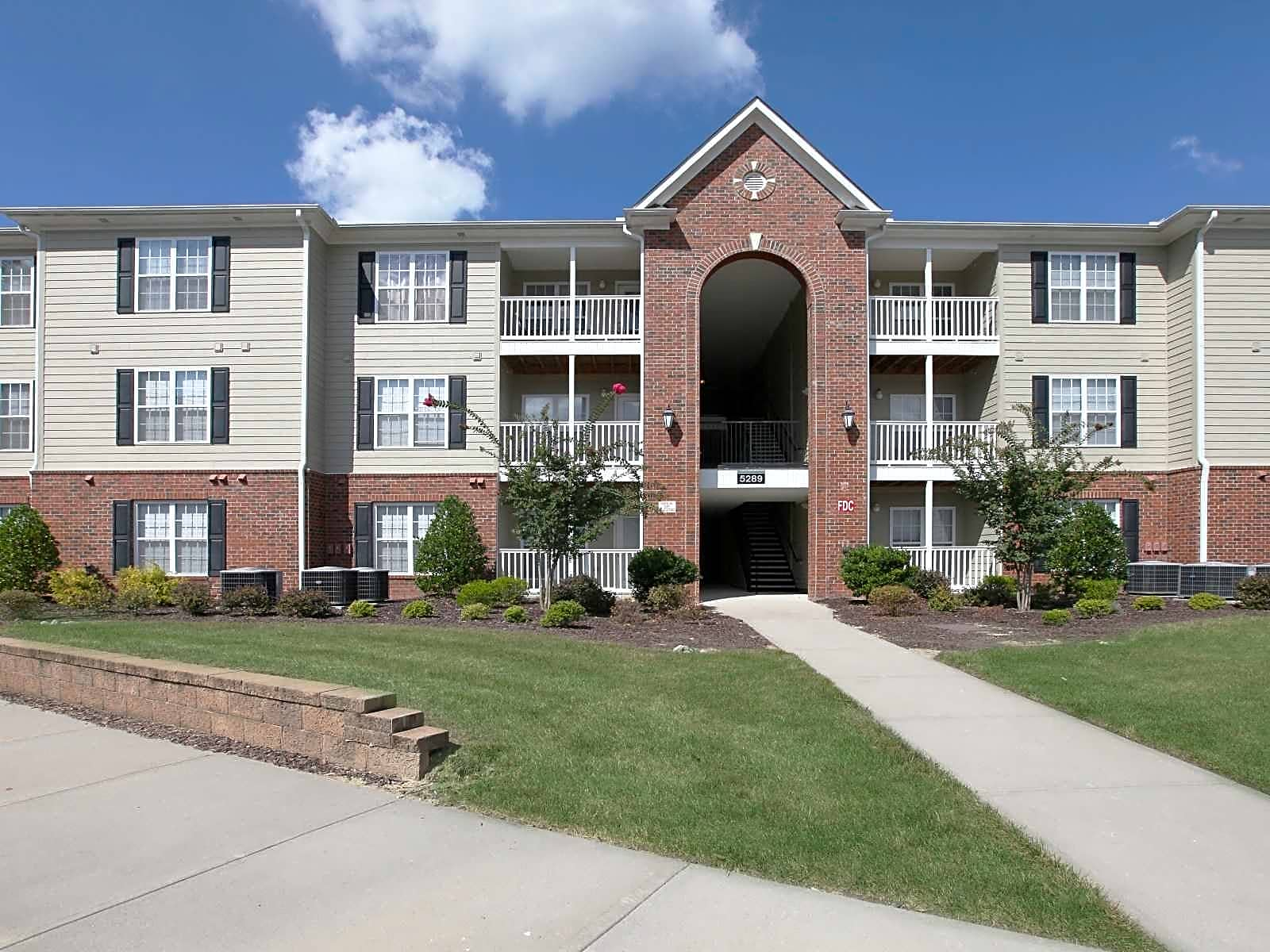 The Twin Oaks Apartments