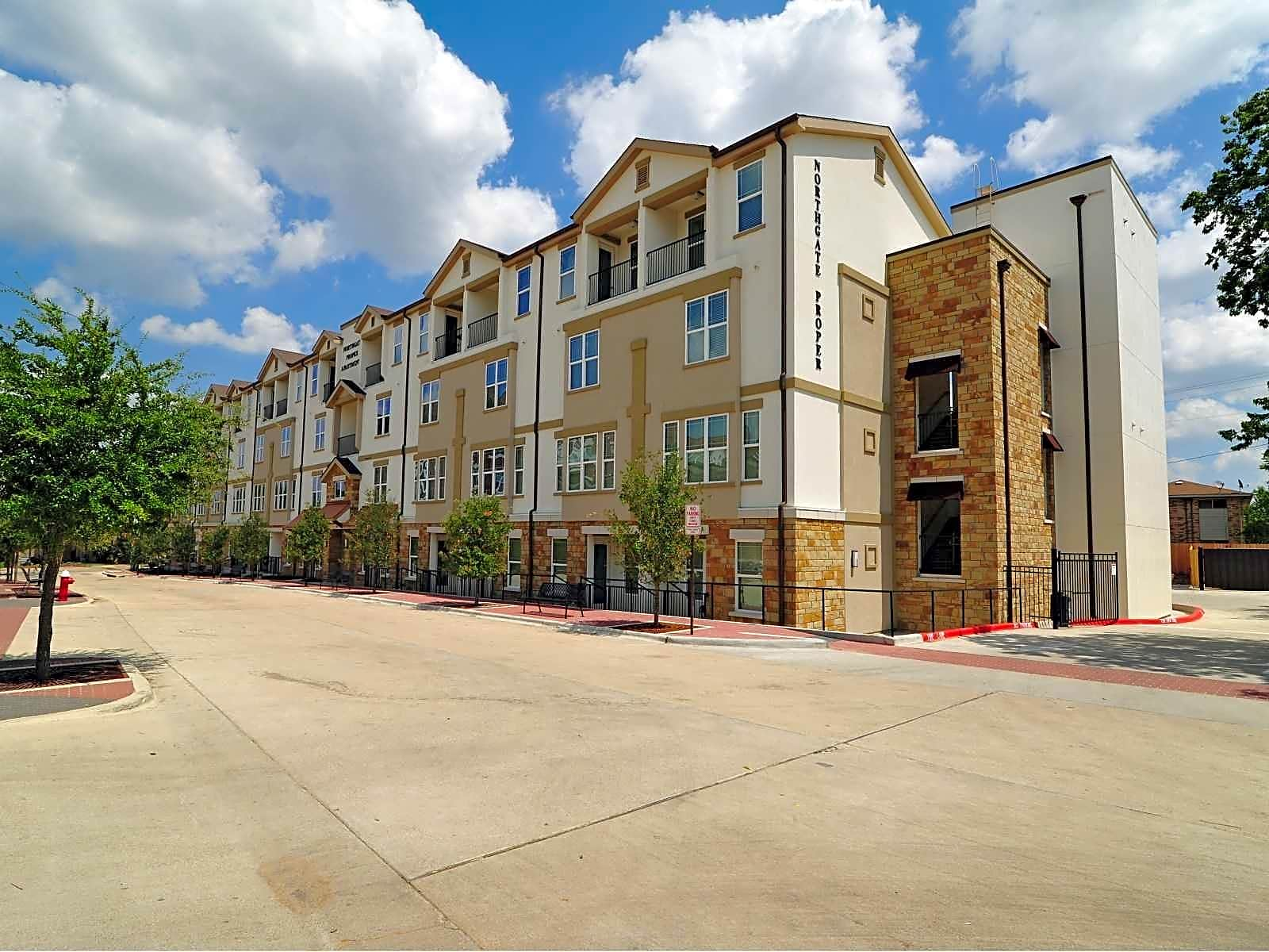 Apartments Near Texas A&M Northgate Proper for Texas A&M University Students in College Station, TX