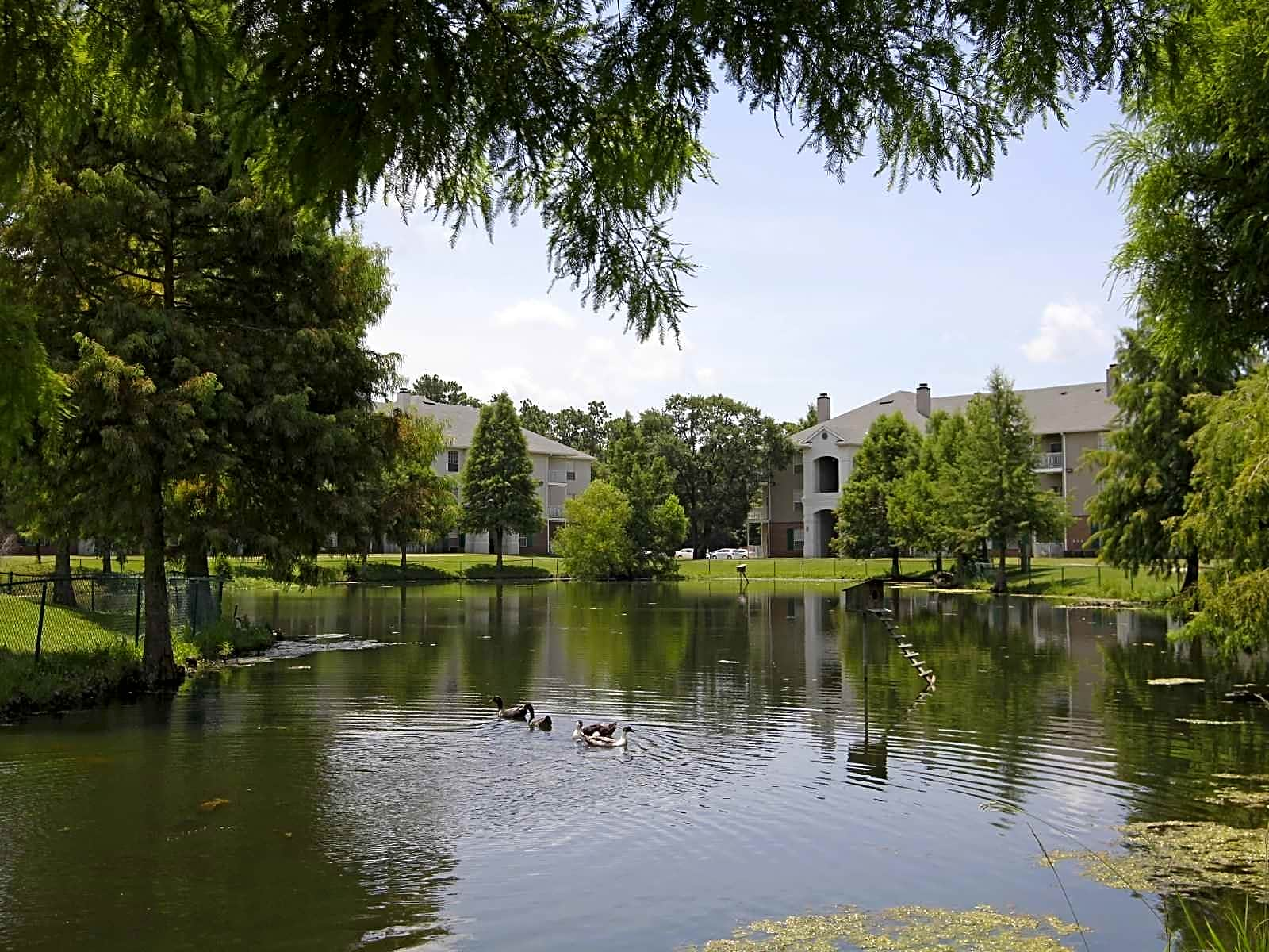 Apartments Near Day Spa Career College Cypress Lake for Day Spa Career College Students in Ocean Springs, MS