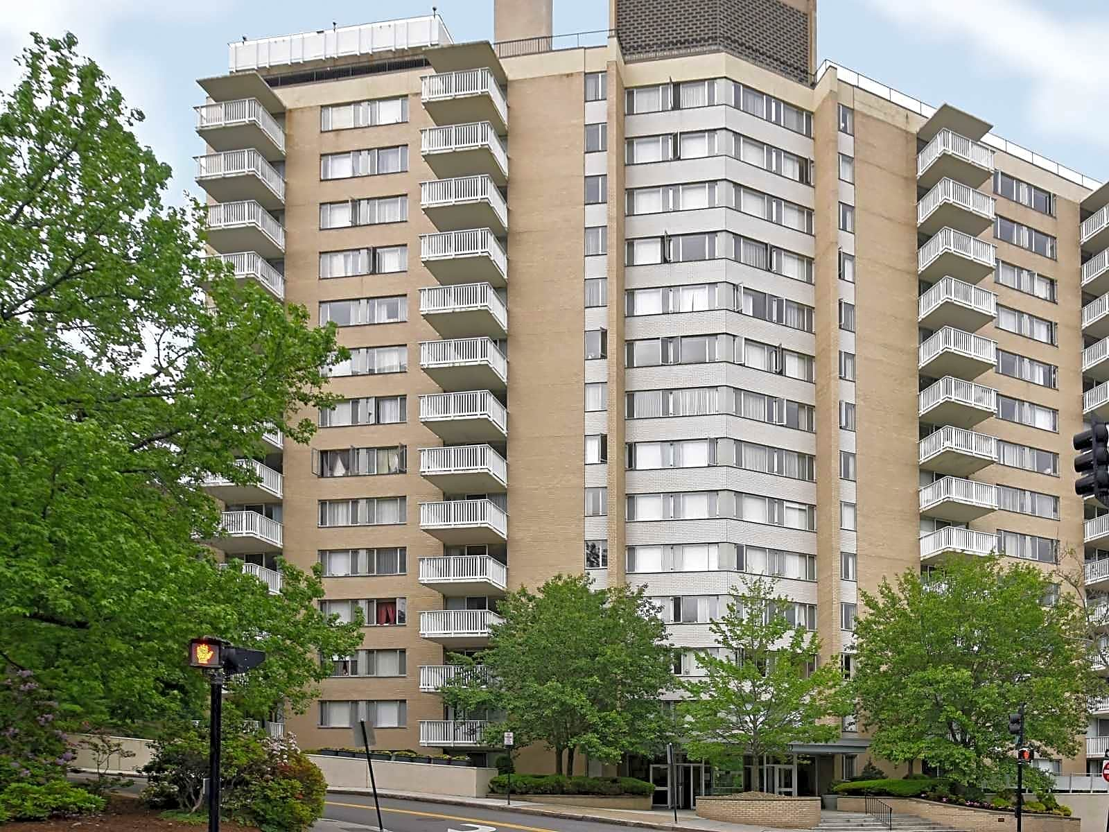 Apartments Near Newbury Barclay on Beacon for Newbury College Students in Brookline, MA